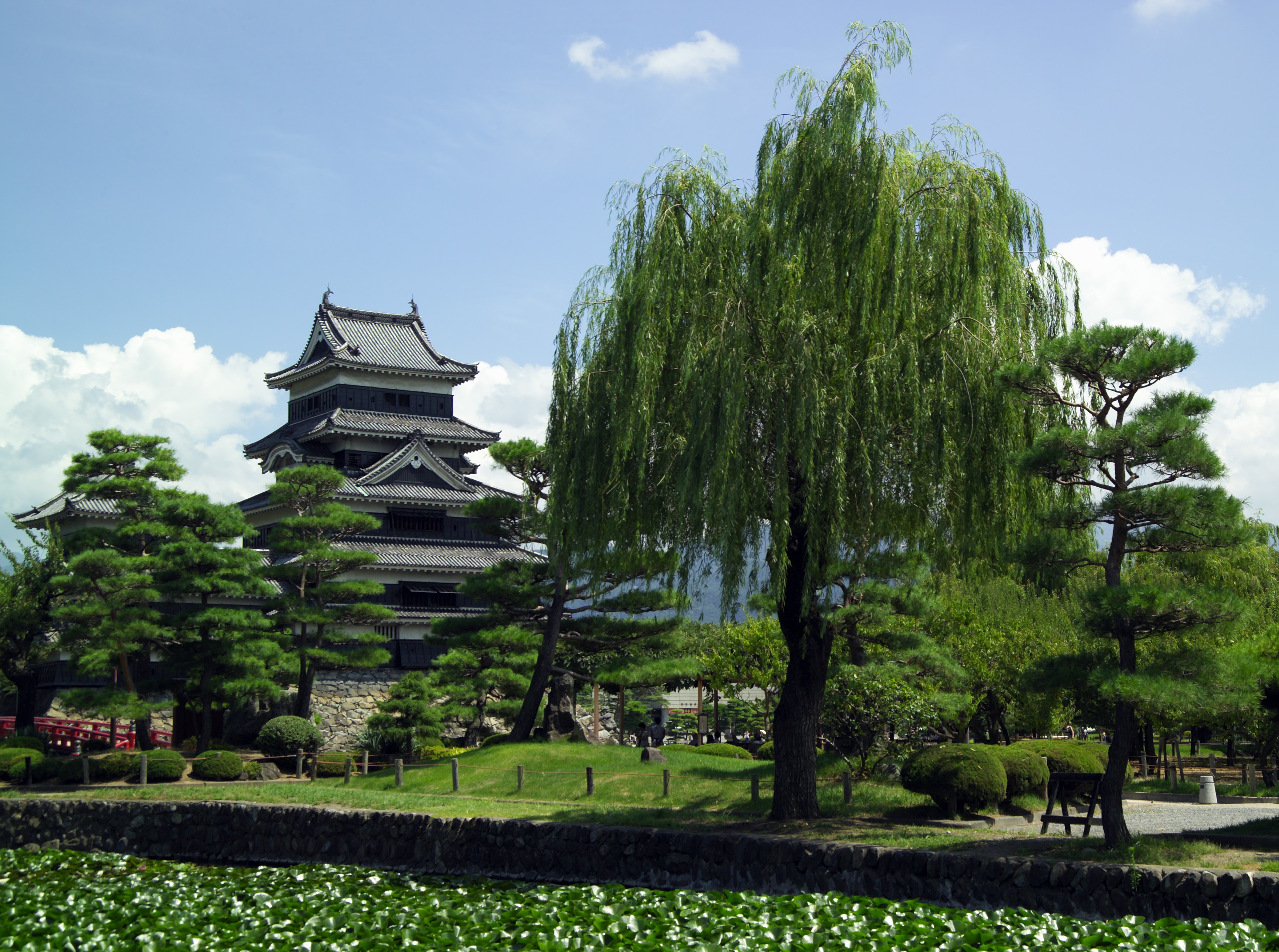 File:Matsumoto-Castle-M7892.jpg
