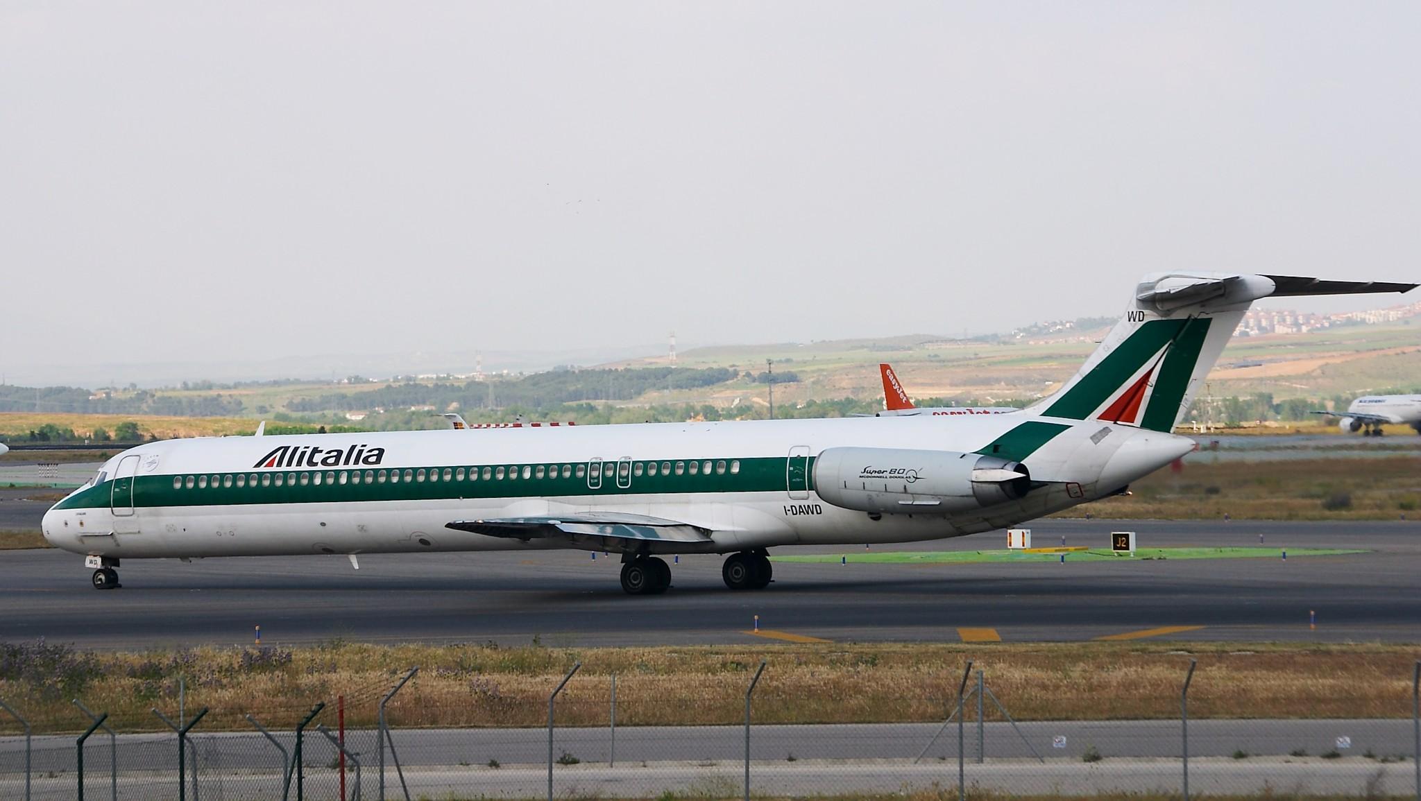 File:McDonnell Douglas MD-82 (DC-9-82 ...