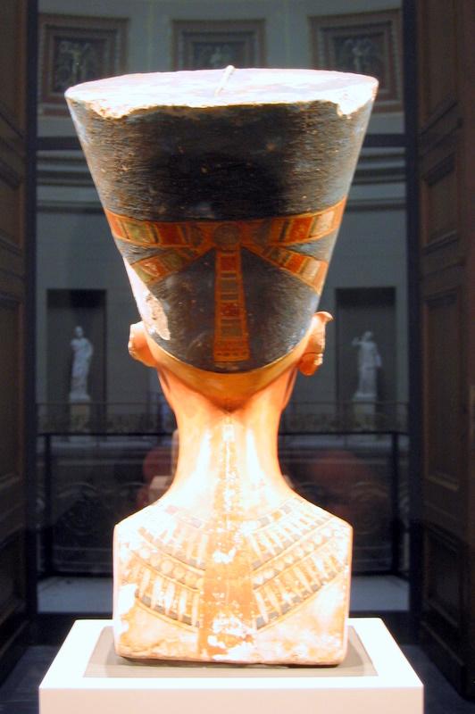 http://upload.wikimedia.org/wikipedia/commons/3/33/Nefertiti_bust_%28back%29.jpg