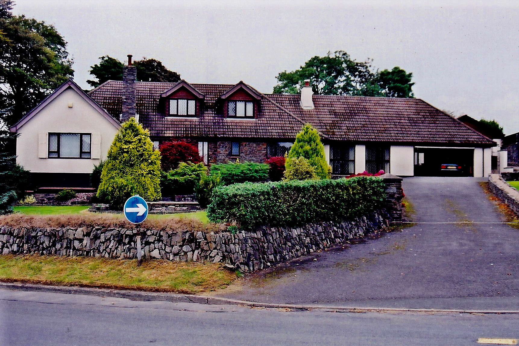 File onchan church road large modern home geograph for Big modern houses uk