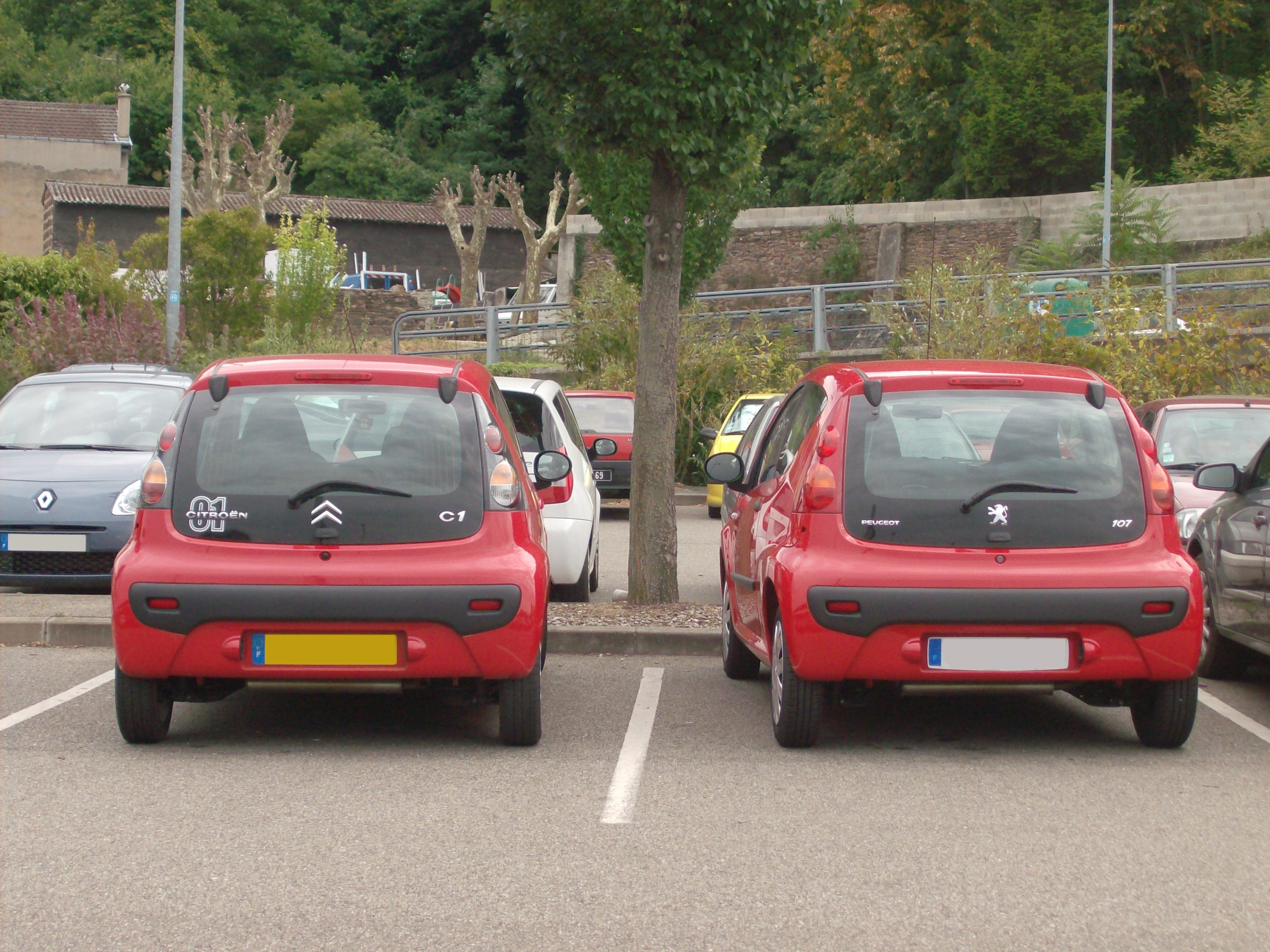 File:Peugeot 107 and Citroën C1.jpg