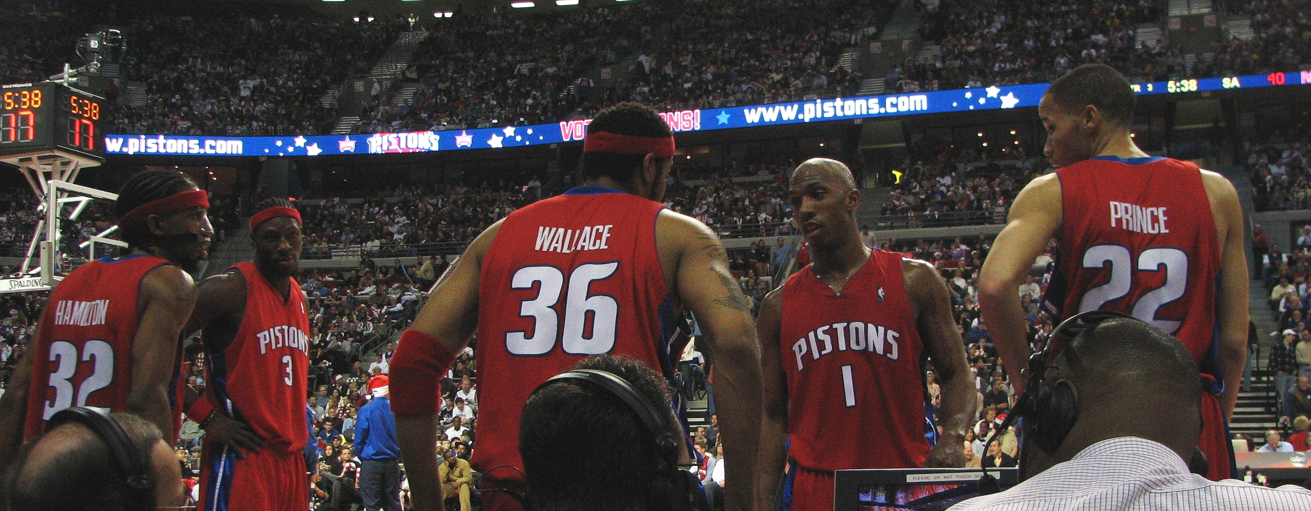 File:Pistons starting 5.jpg - Wikimedia Commons