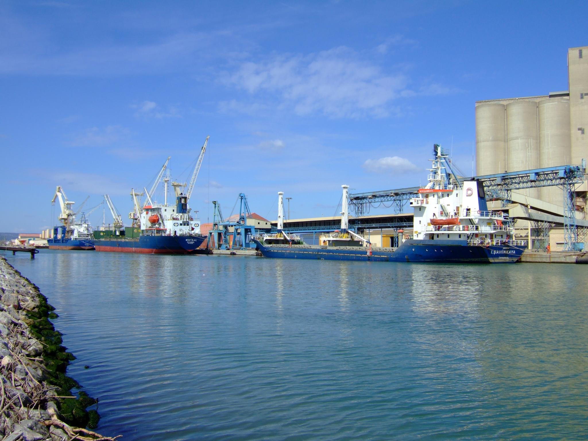 file port la nouvelle harbour jpg