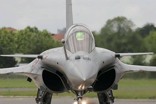http://upload.wikimedia.org/wikipedia/commons/3/33/Rafale_B_at_Paris_Air_Show_2007.jpg