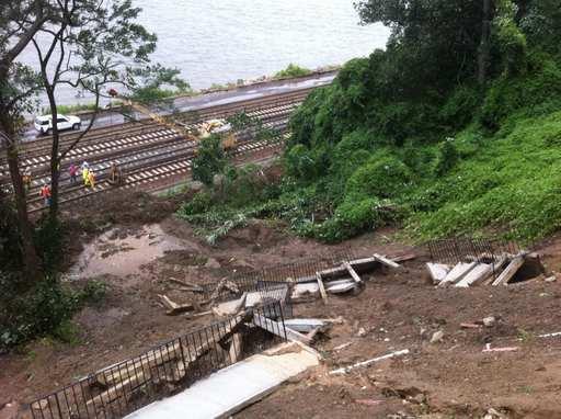 File:Retaining wall fails, house threatens Hudson Line (6090205713).jpg