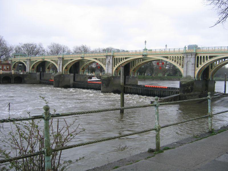 London bridge club arches