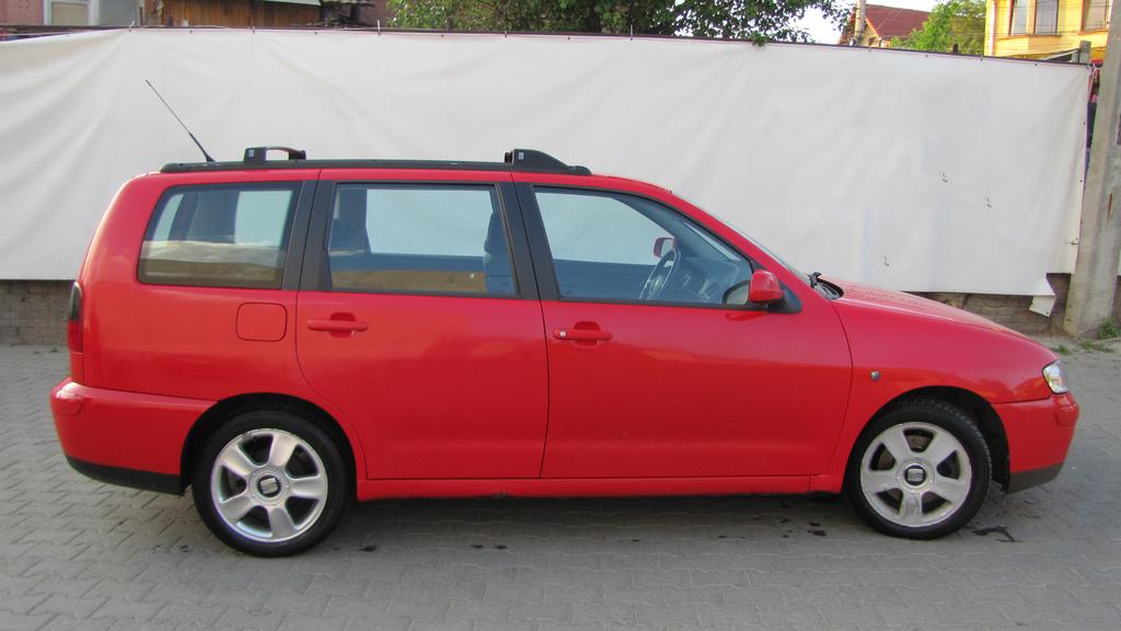 File:SEAT Cordoba Vario side.jpg - Wikimedia Commons