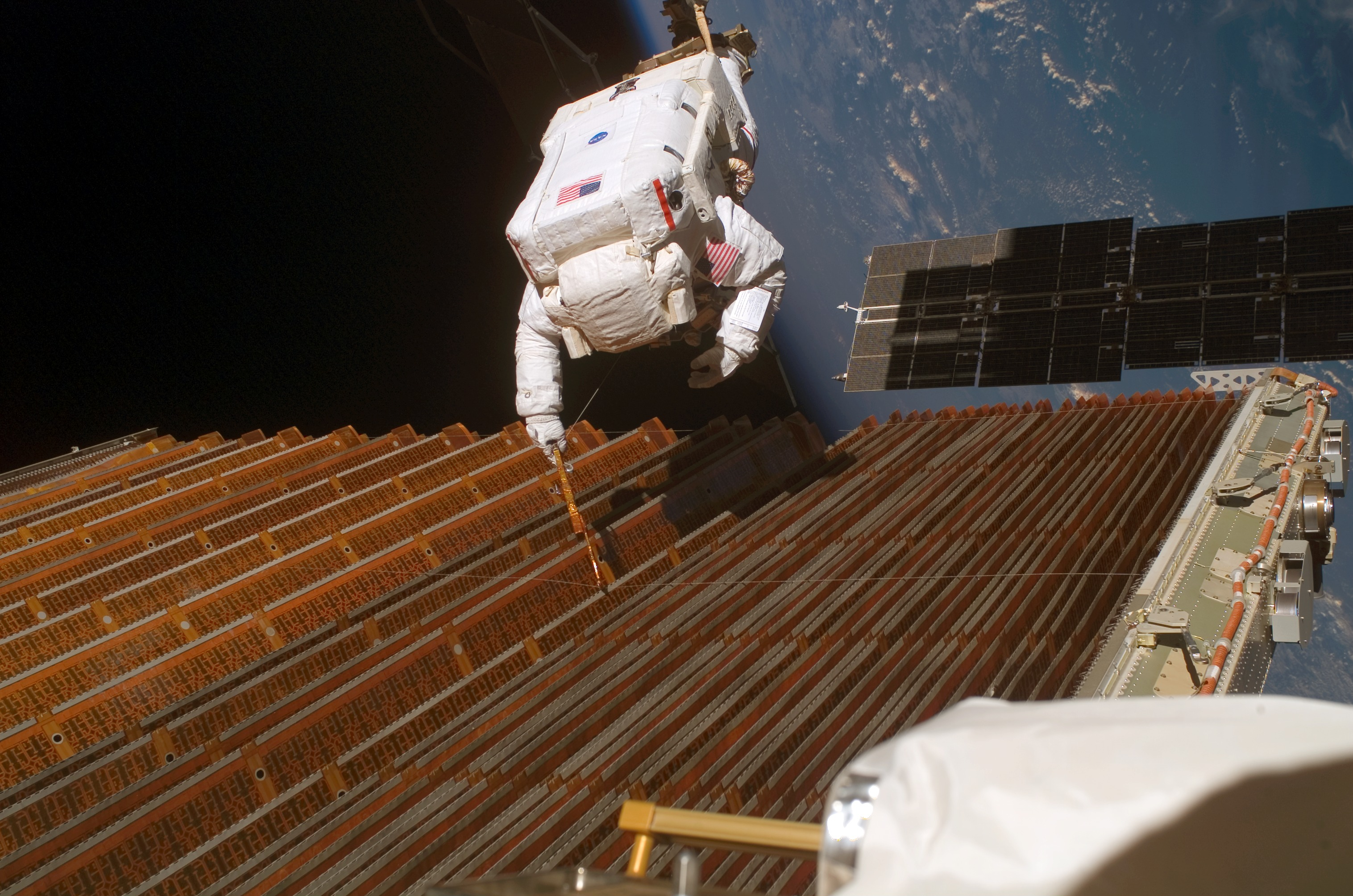 Astronaut Robert Curbeam Jr performrs an EVA near the ISS ...
