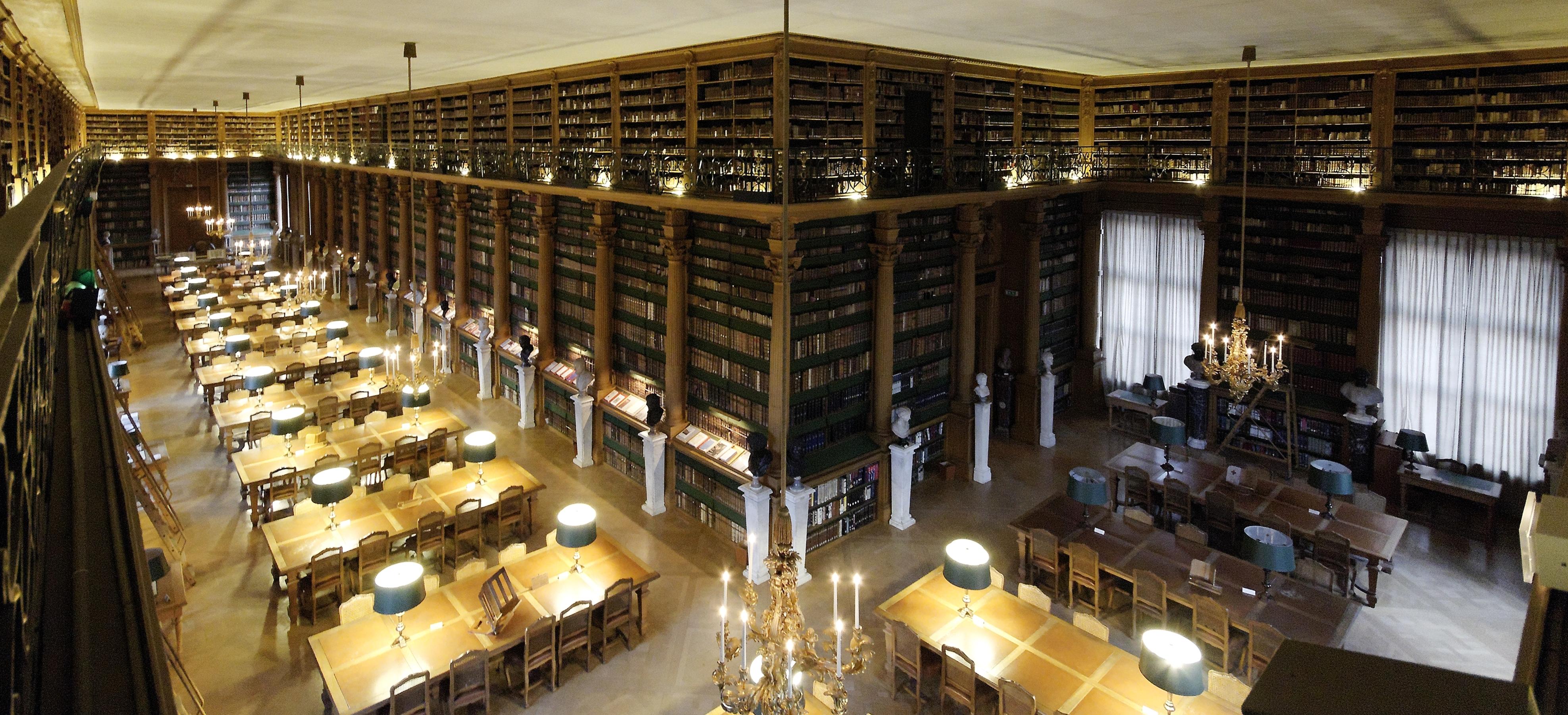 Salle de lecture Bibliothèque Mazarine Angle.jpg