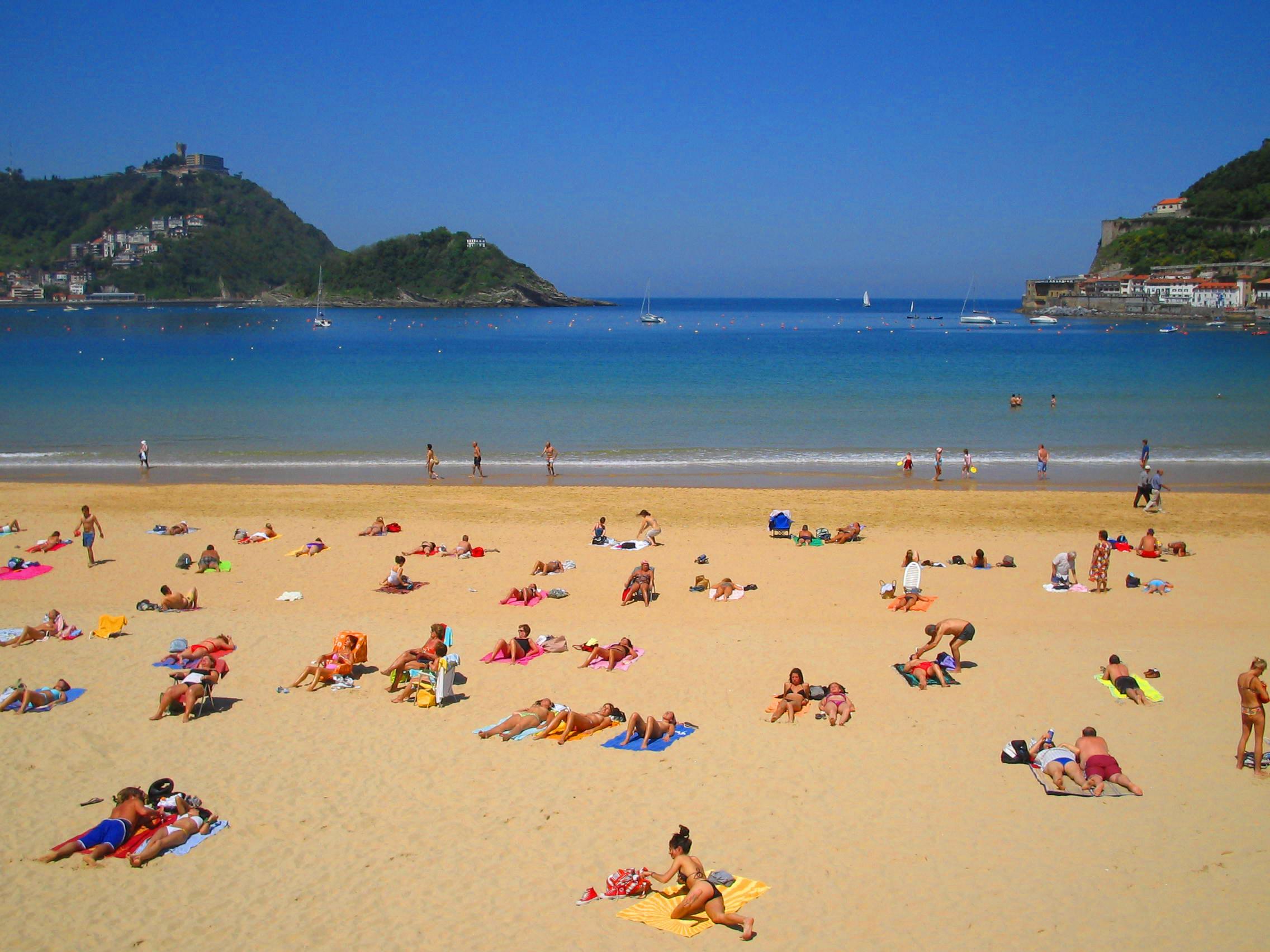 File:San Sebastian Playa de la Concha - panoramio.jpg - Wikimedia Commons