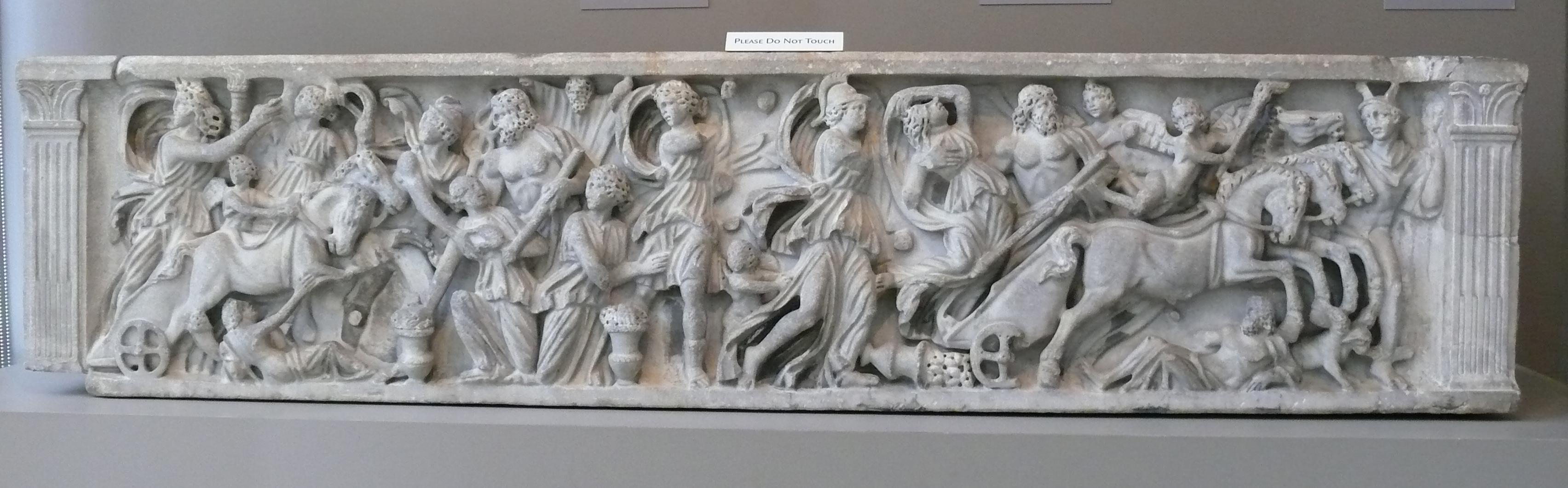 Sarcófago que mostra o roubo de Perséfone por Hades. 200b367fc17