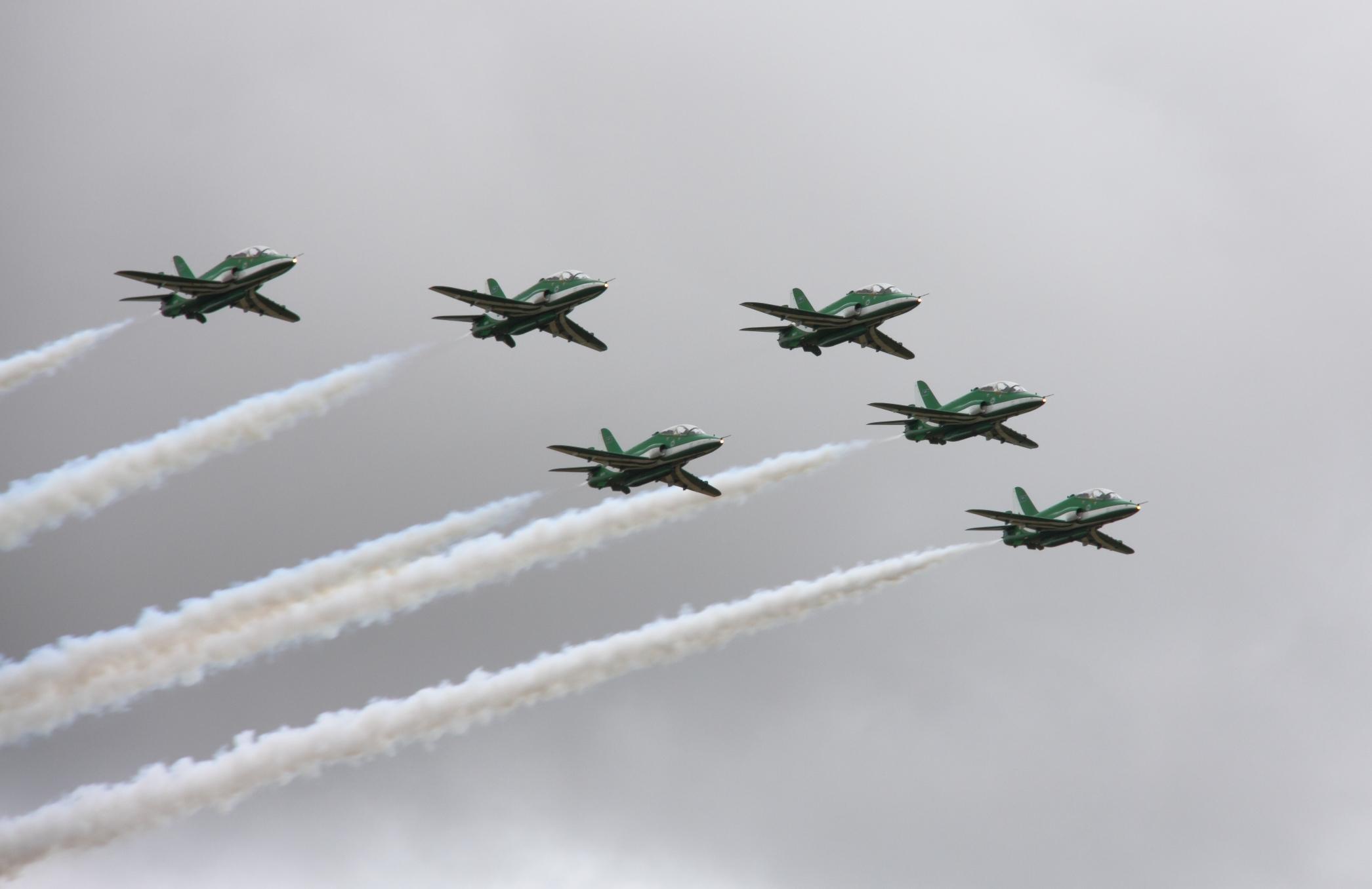 الموسوعه الفوغترافيه لصور القوات الجويه الملكيه السعوديه ( rsaf ) Saudi_Hawks_formation