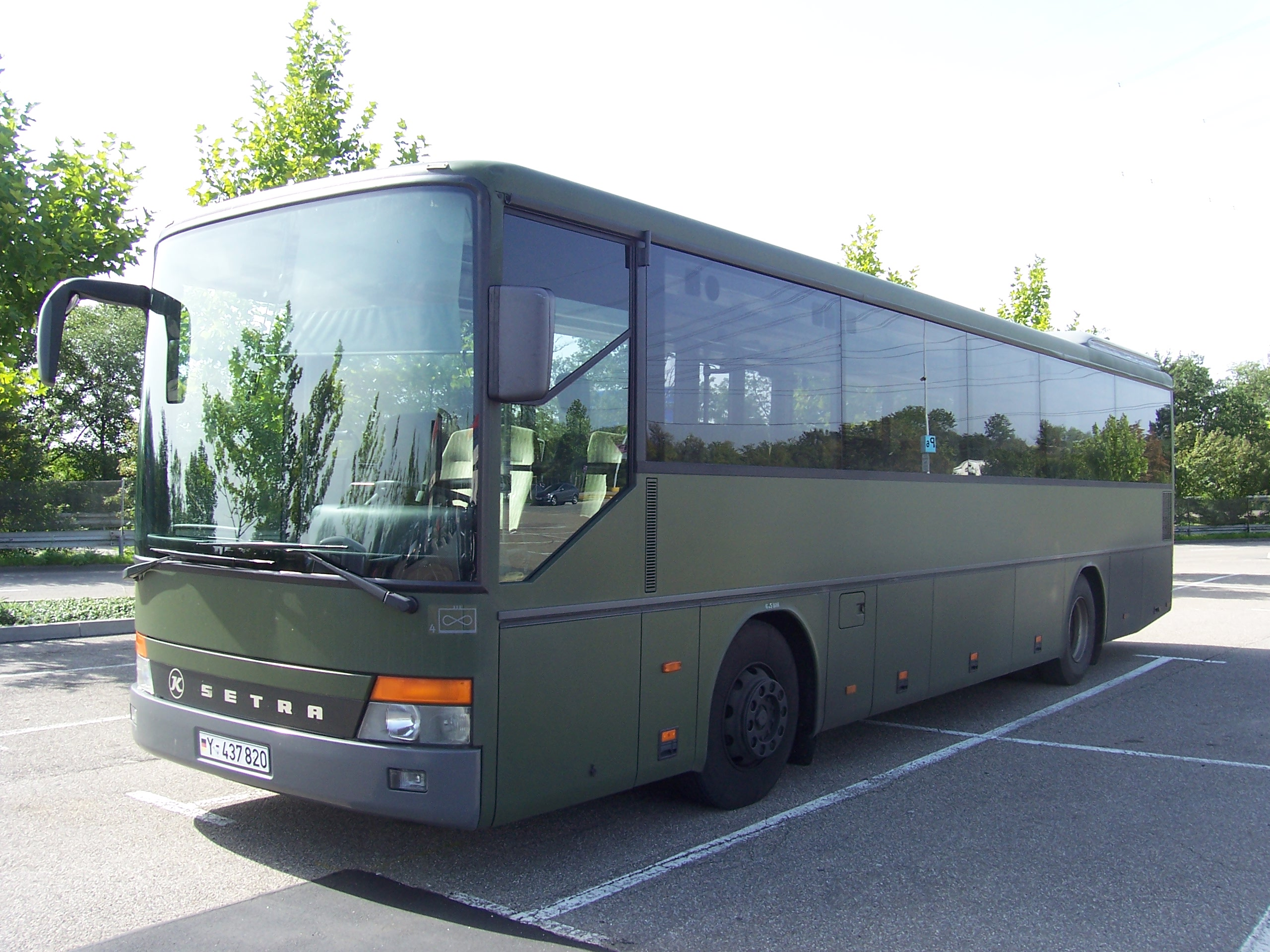 File:Setra Bus der Bundeswehr 100 7842.jpg - Wikimedia Commons