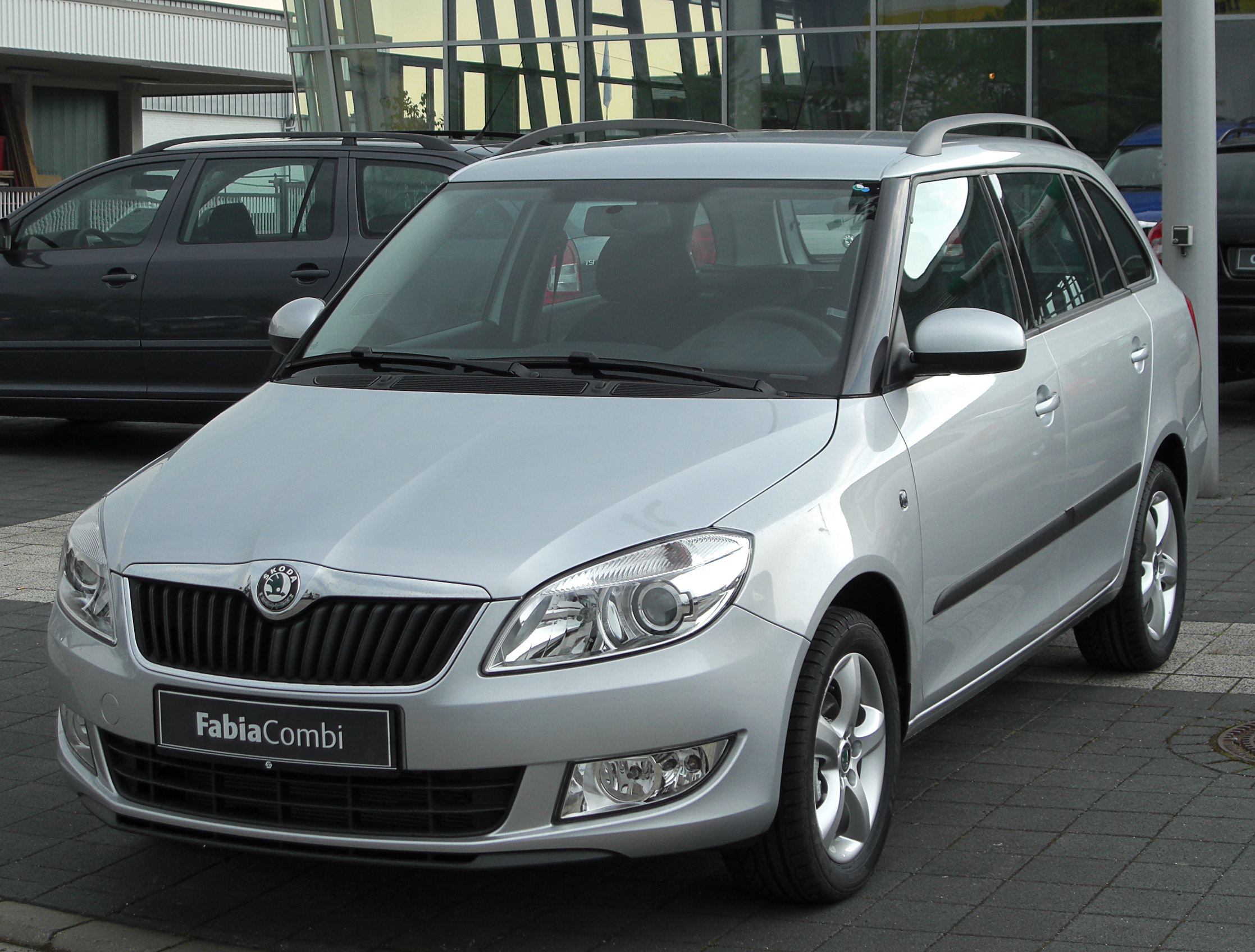 file skoda fabia ii combi facelift front. Black Bedroom Furniture Sets. Home Design Ideas