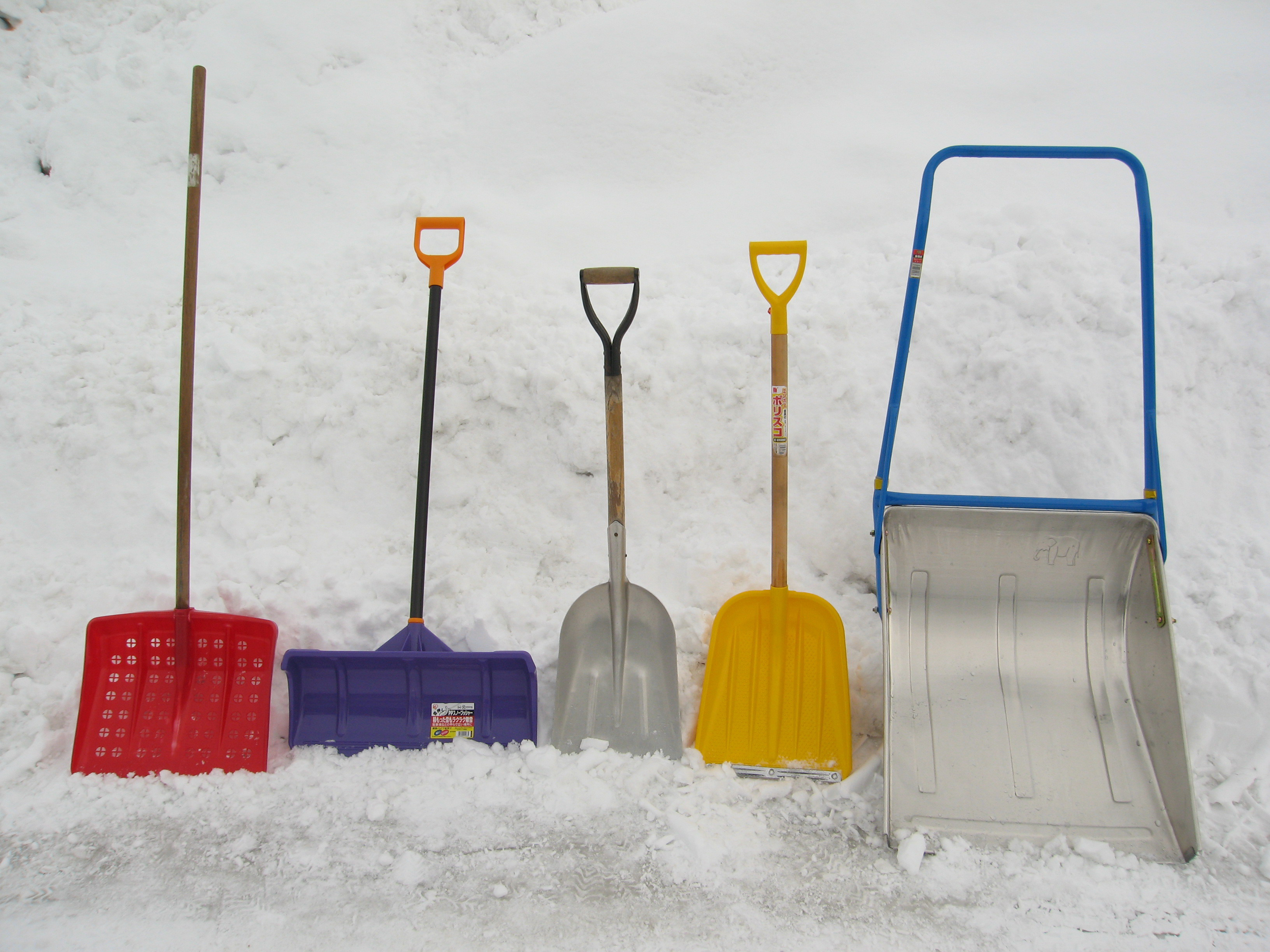 There are a variety of snow shovels available today.