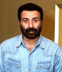 Sunny Deol snapped during Pal Pal Dil Ke Paas promotions in New Delhi.jpg