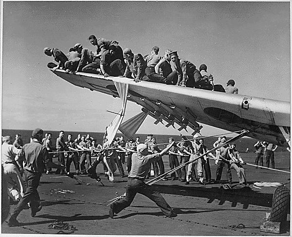 File:TBF underwing rockets CVE-9 1944.jpg