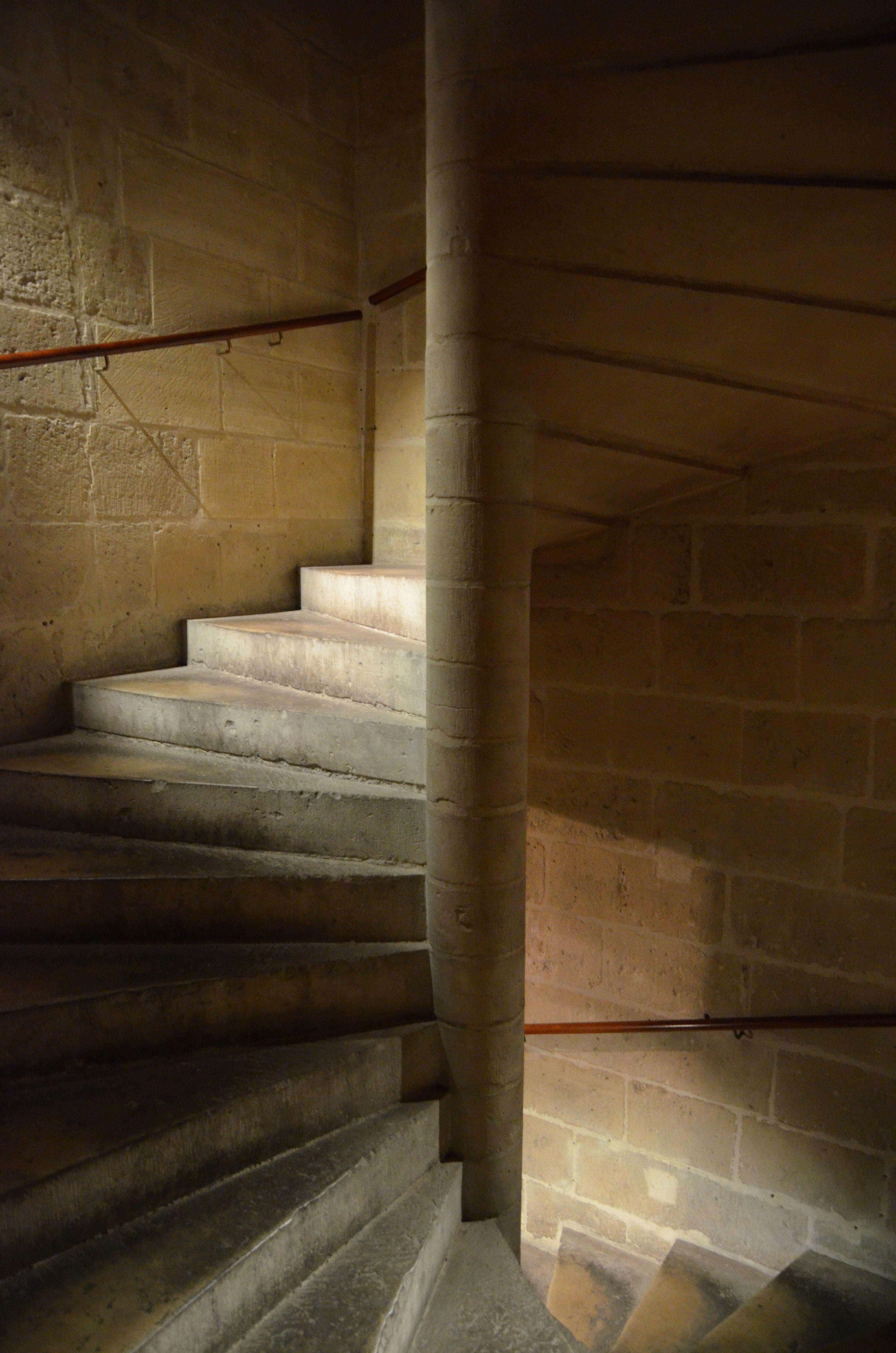 pin escalier a vis en pierre on pinterest. Black Bedroom Furniture Sets. Home Design Ideas