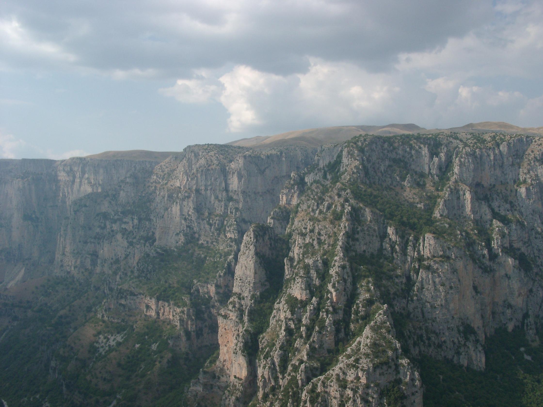 File:Vikos Gorge, Epirus, Greece 02.jpg - Wikimedia Commons