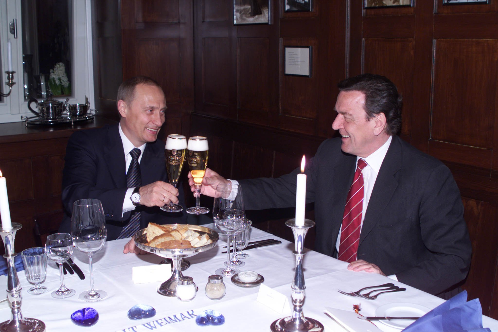 Vladimir Putin in Germany 9-10 April 2002-1.jpg