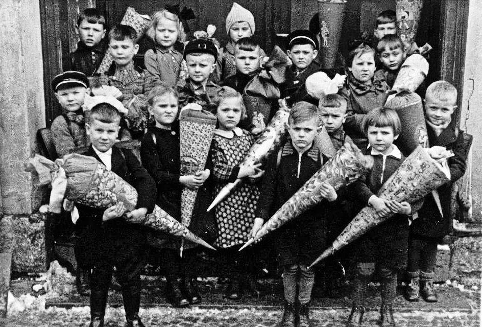 Die Kinder des Holocaust auf der Suche nach der eigenen Identität (German Edition)