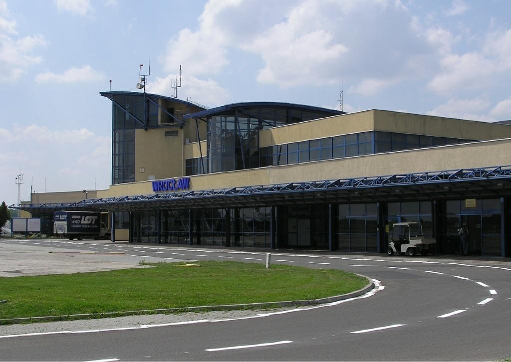 Airport Wroclaw : File wroclaw airport idaszak g wikimedia commons