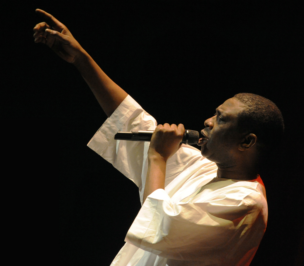 http://upload.wikimedia.org/wikipedia/commons/3/33/YoussouNdour20090913.jpg