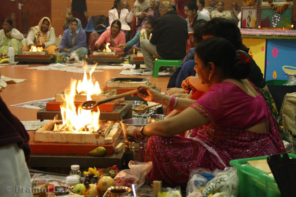 File:(A) Hindu community pooja in progress, Atham Havan & Yagna ...
