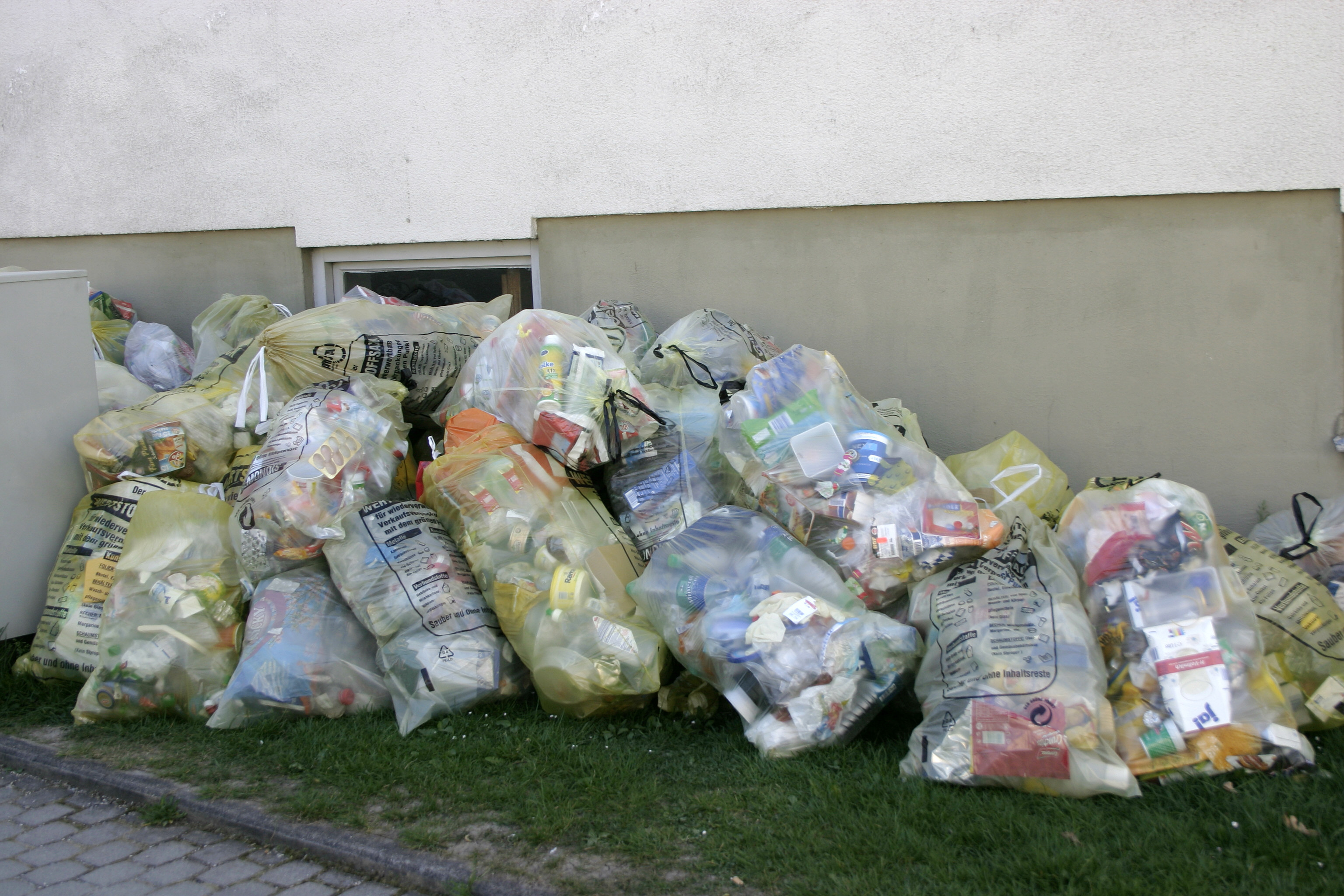 file recycling in germany plastic waste to be collected jpg wikimedia commons. Black Bedroom Furniture Sets. Home Design Ideas