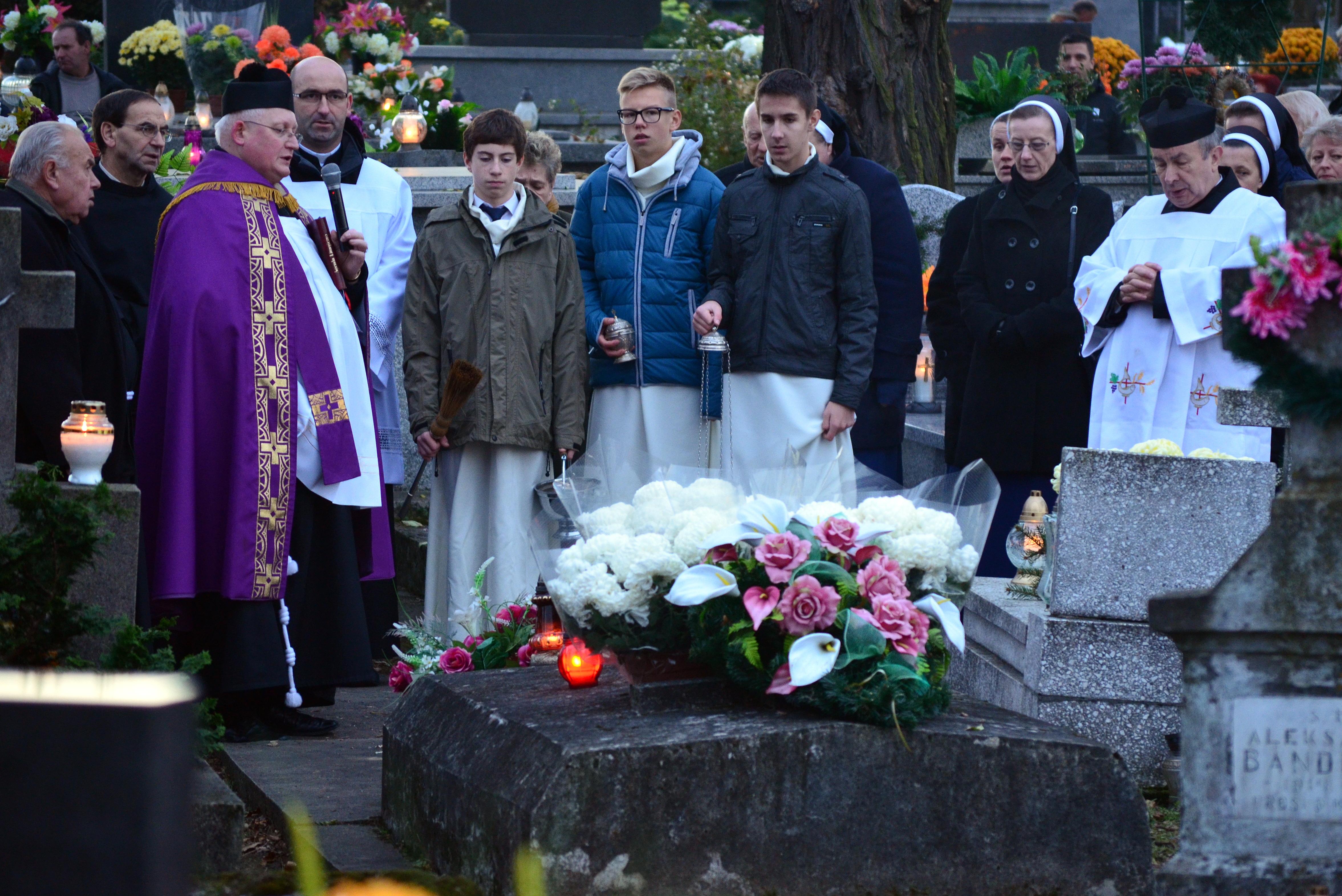 File:02014 Gemeinsames Gebet am Grab von Franciszek