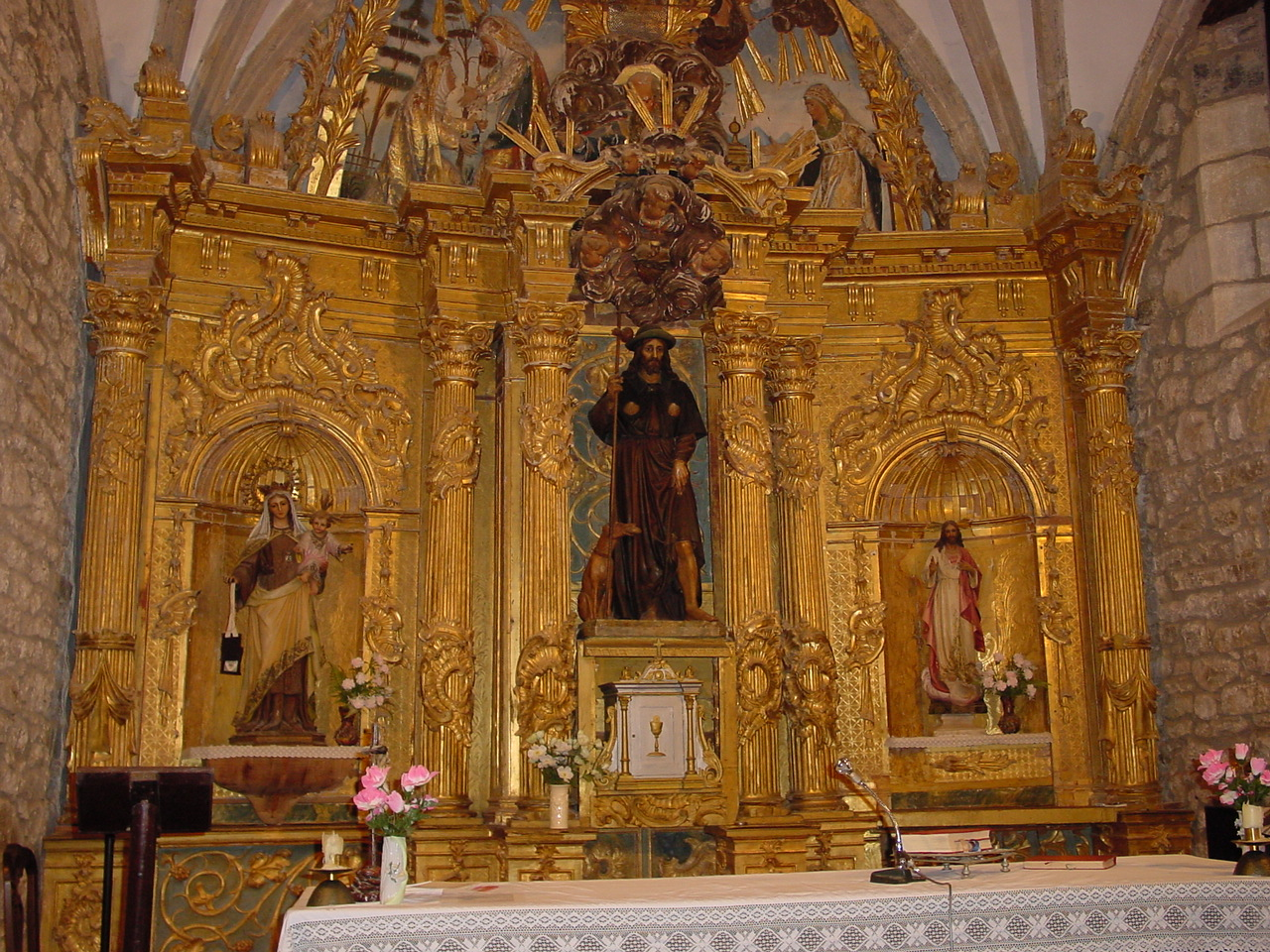 File:17 Cantabria San Roque Riomiera iglesia lou.JPG - Wikimedia Commons
