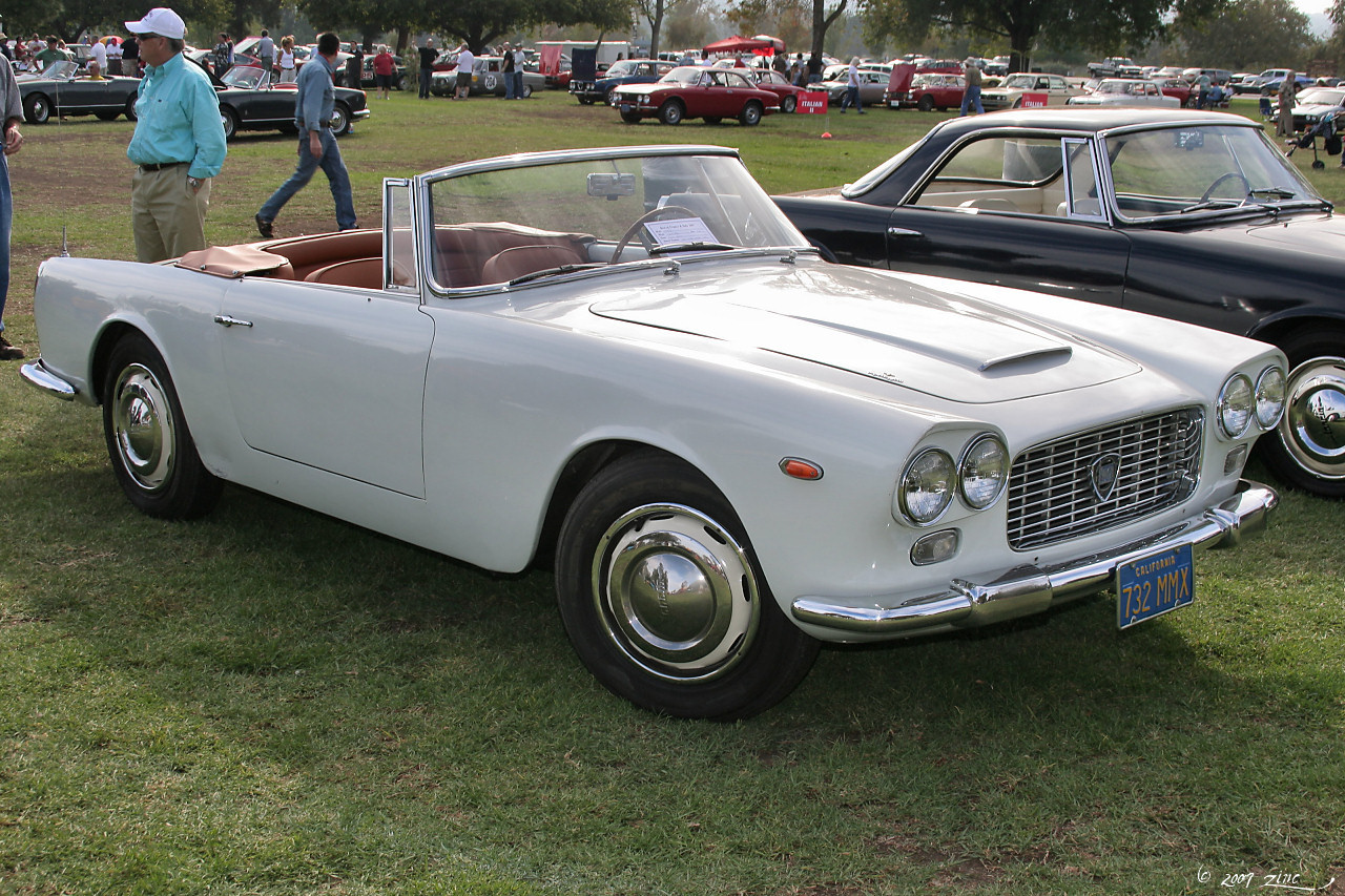 https://upload.wikimedia.org/wikipedia/commons/3/34/1961_Lancia_Flaminia_cnv_-_white_-_fvr-1_%284637736320%29.jpg