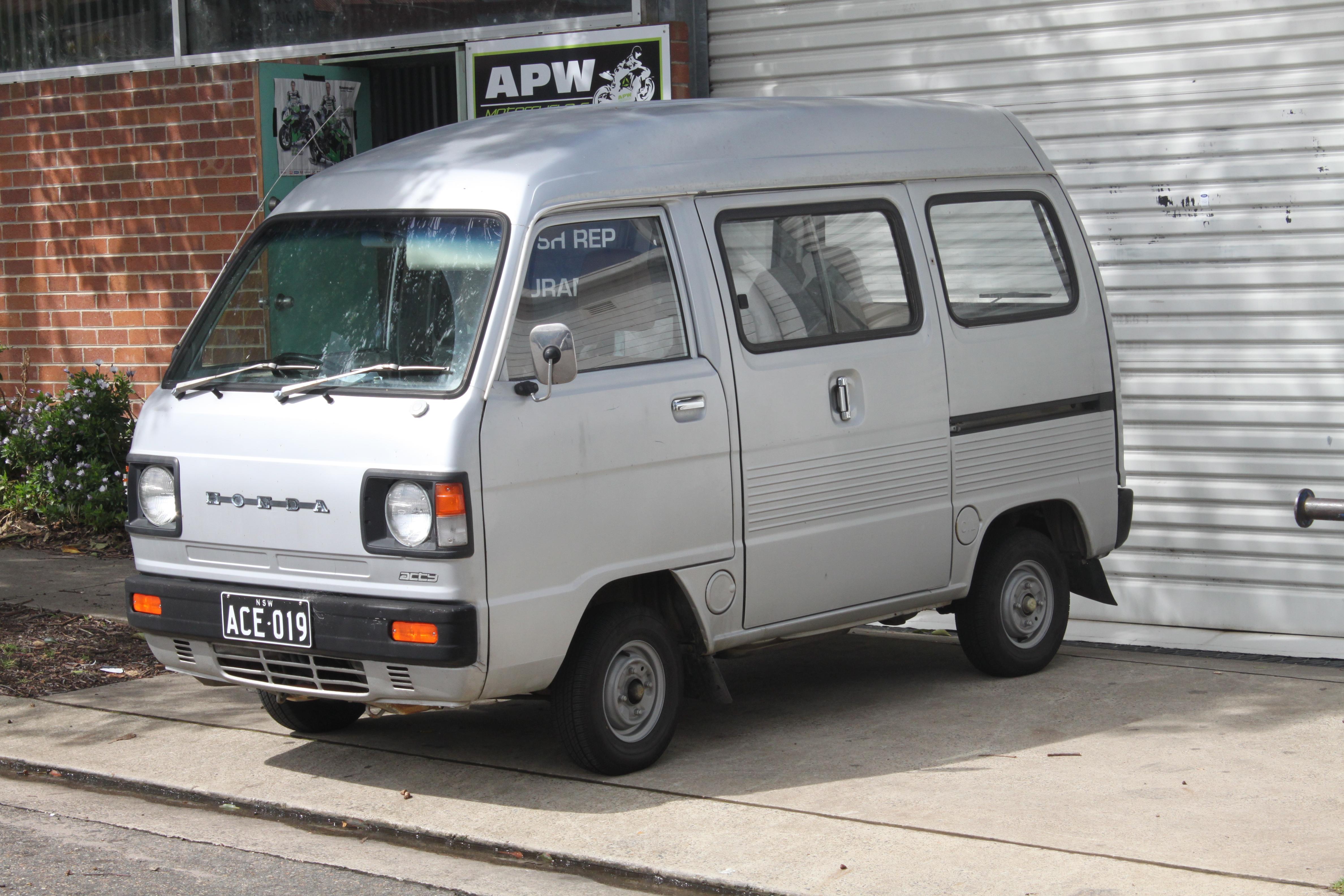 File:1982 Honda Acty Van (22368915592).jpg