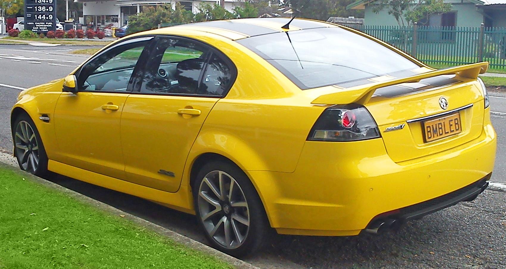File:2010-2011 Holden VE II Commodore (MY11) SS V sedan ...