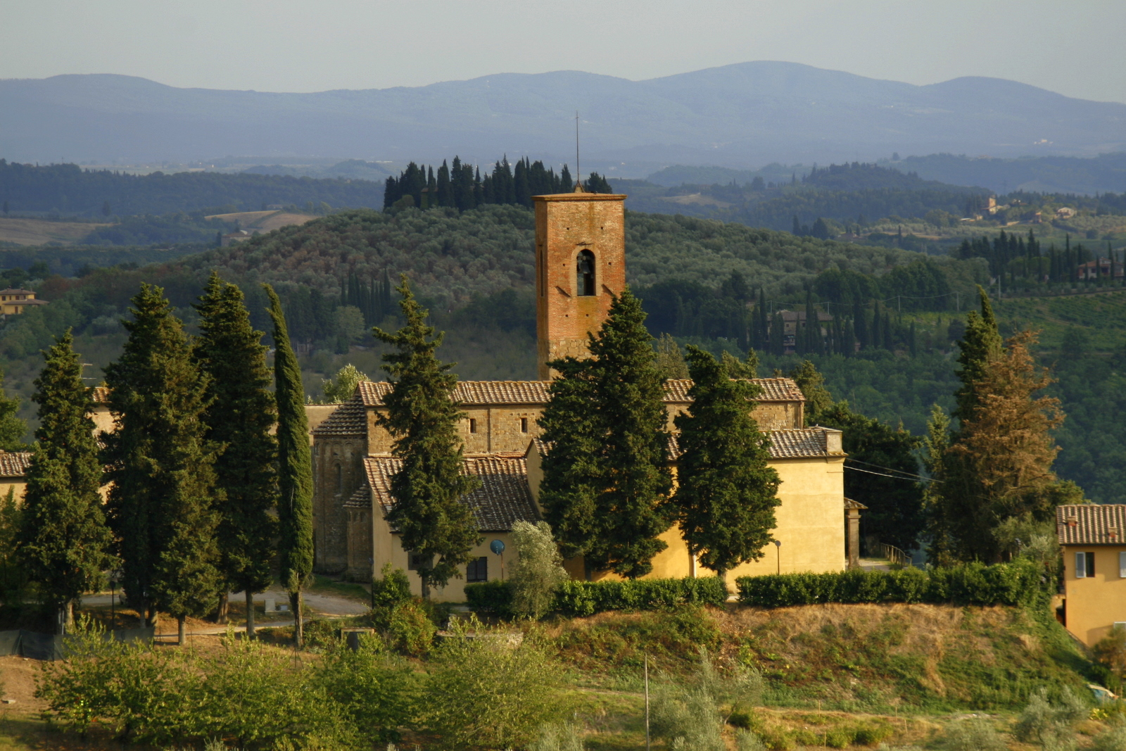 A church in Tuscany (4054461208).jpg