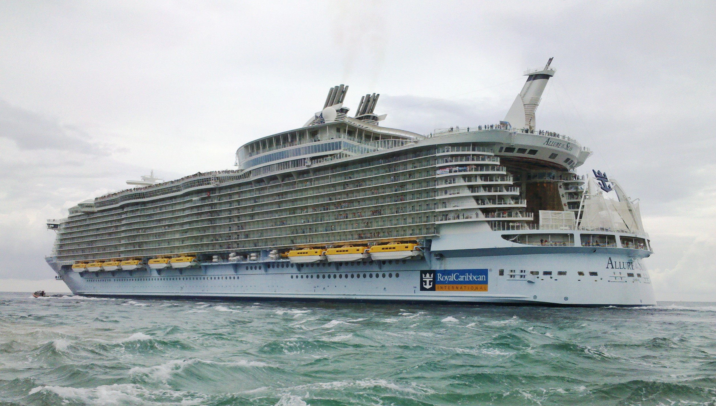 File:Allure of the Seas leaving Port Everglades (cropped