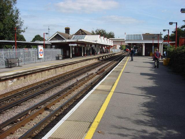 Amersham station, platforms - geograph.org.uk - 966577