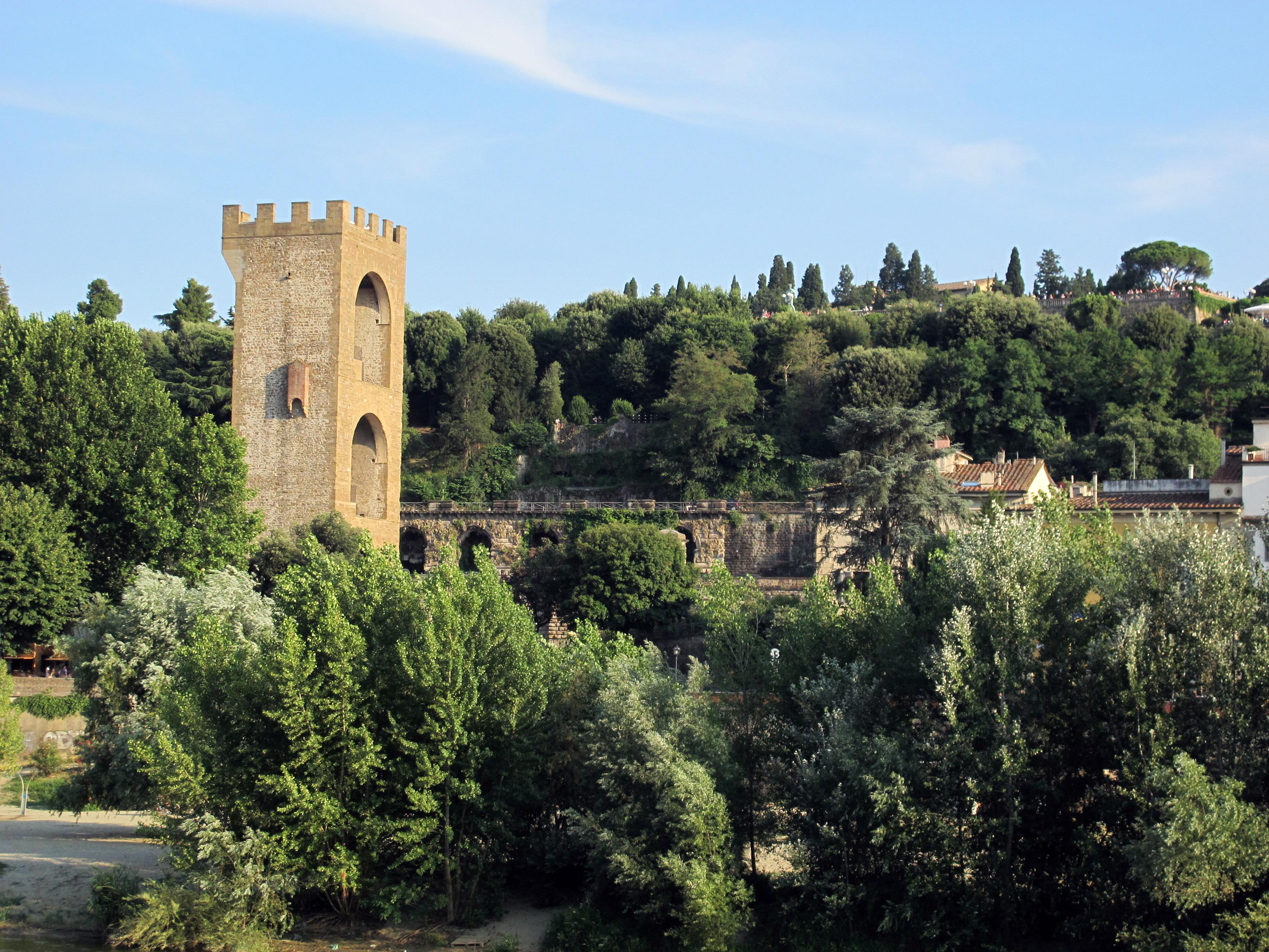 Arno con La torre di San Niccolò, la regina delle torri fiorentine