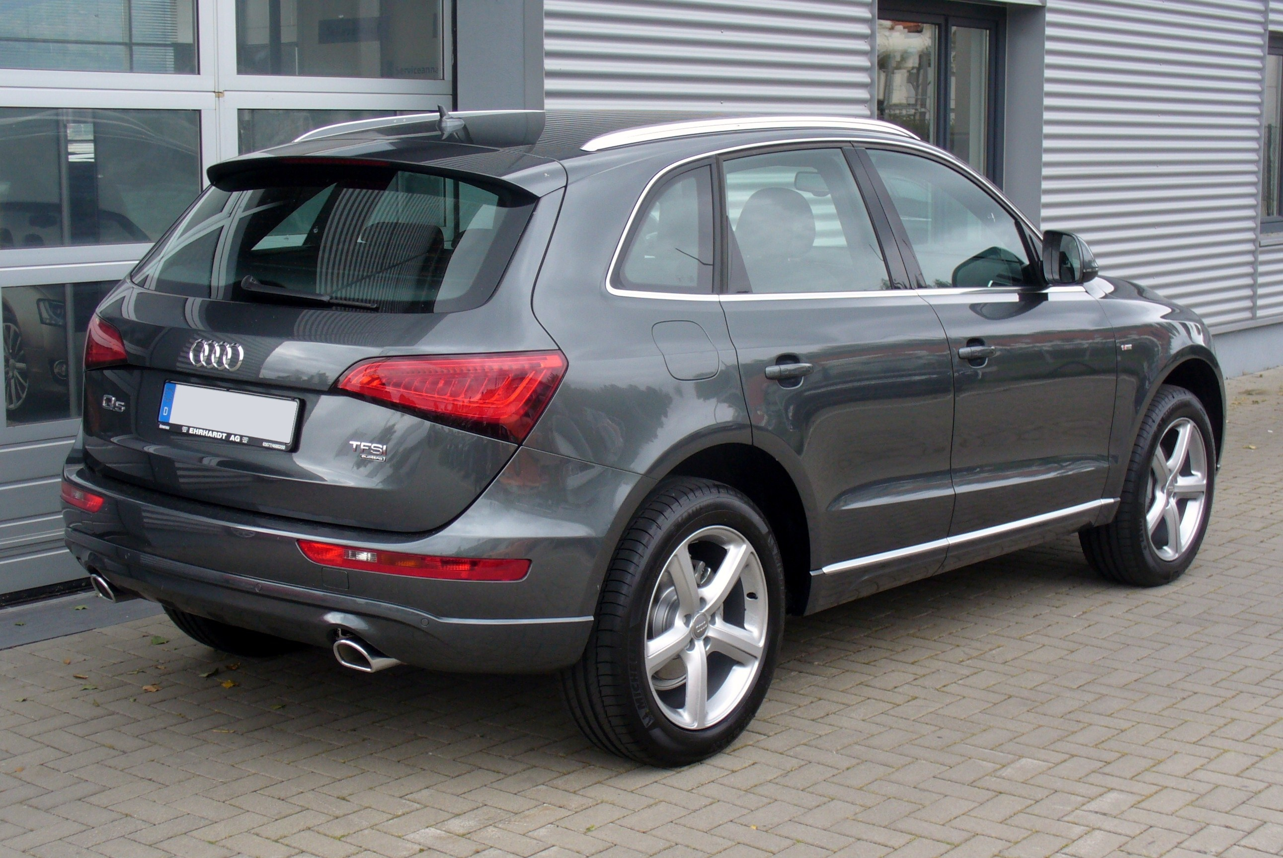 file audi q5 facelift s line 2 0 tfsi quattro tiptronic daytonagrau heck jpg wikimedia commons. Black Bedroom Furniture Sets. Home Design Ideas