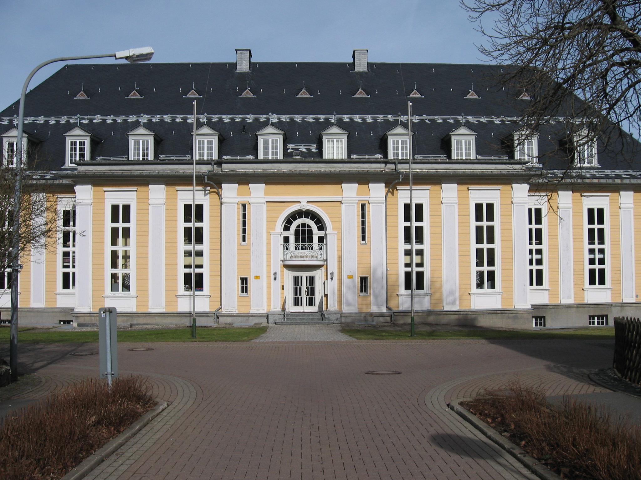 Университет германия хостинге сделать сайт опросов