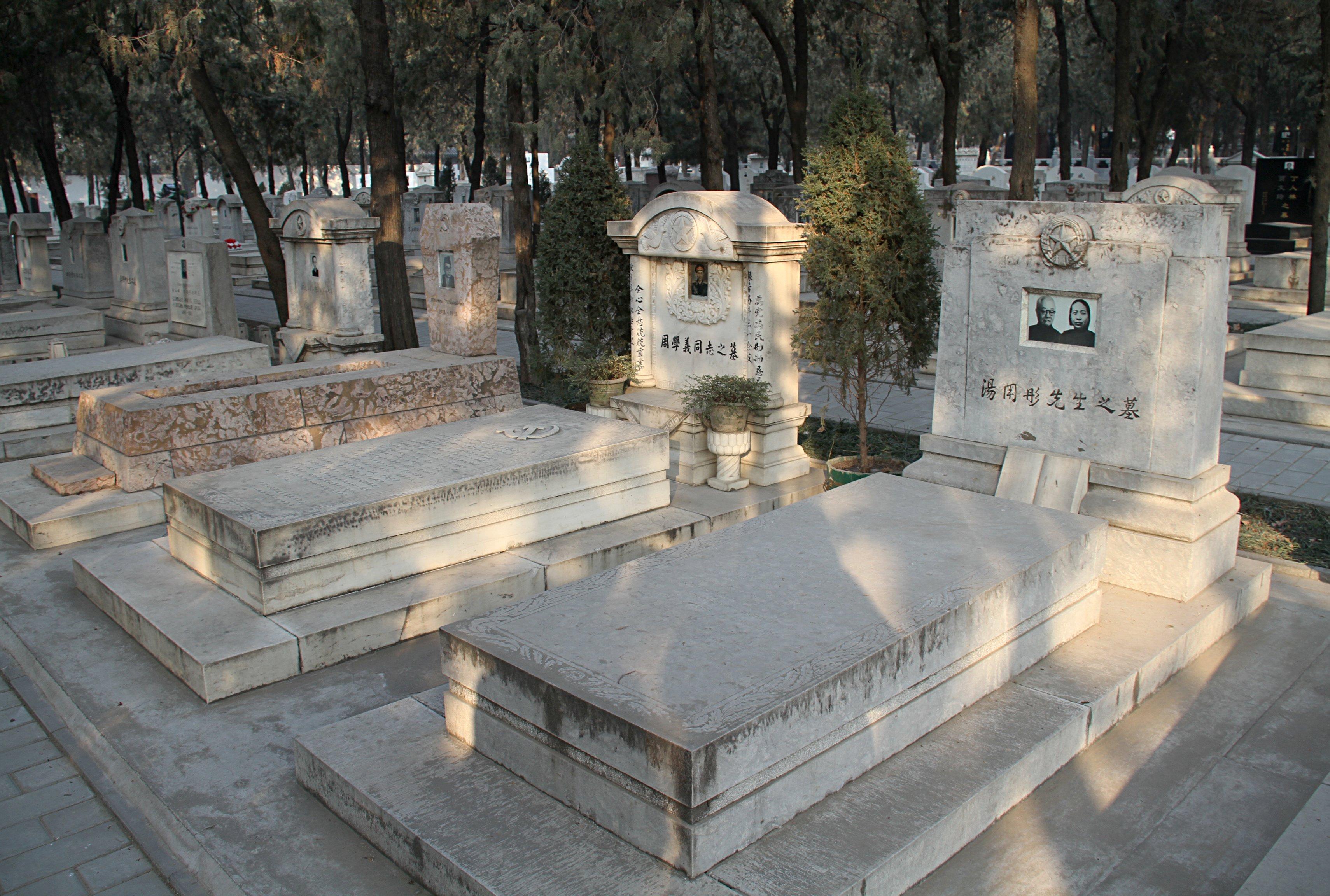 File Babaoshan graves ...