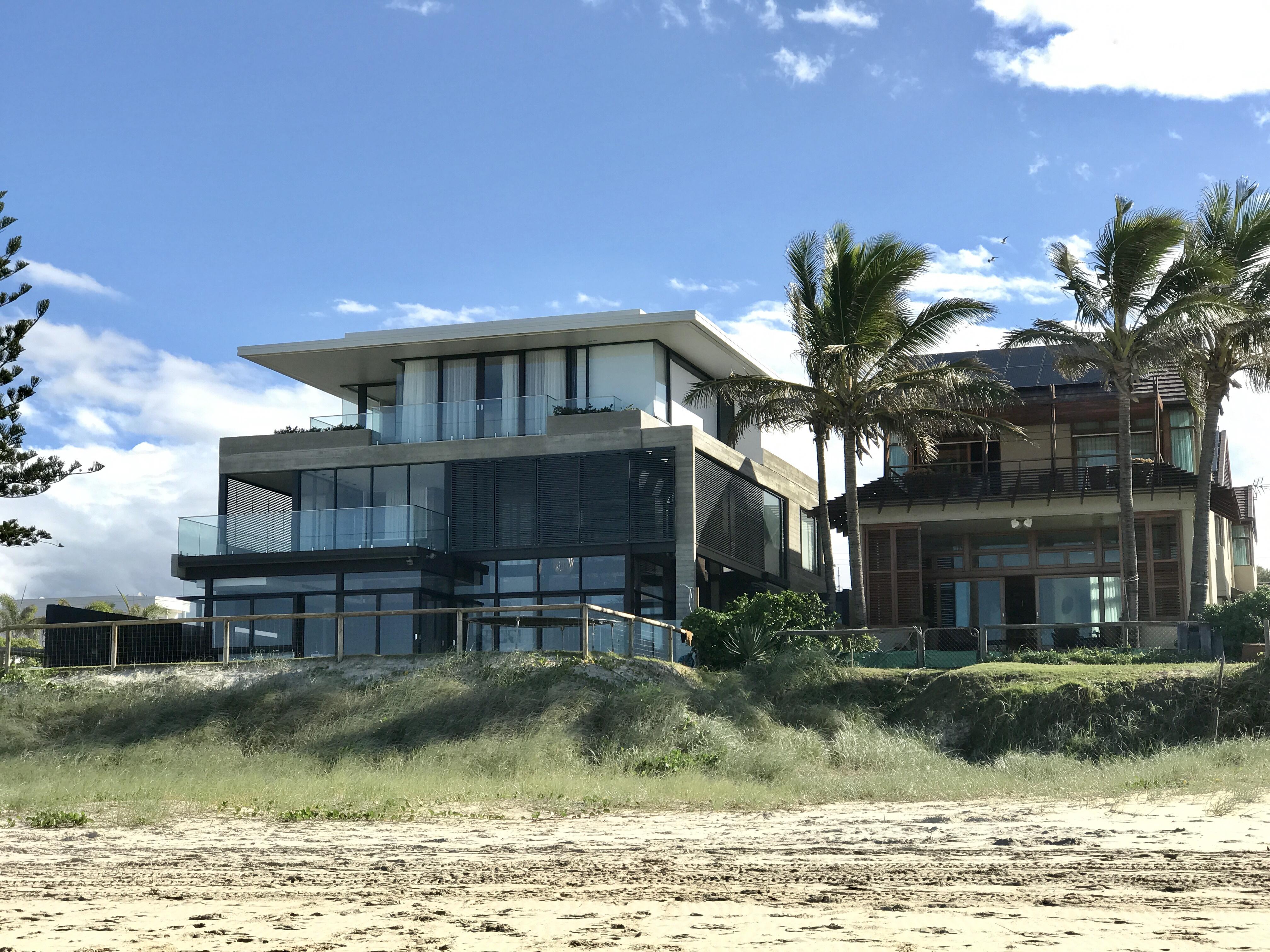 File Beach houses in Mermaid Beach Queensland 01 Wikimedia