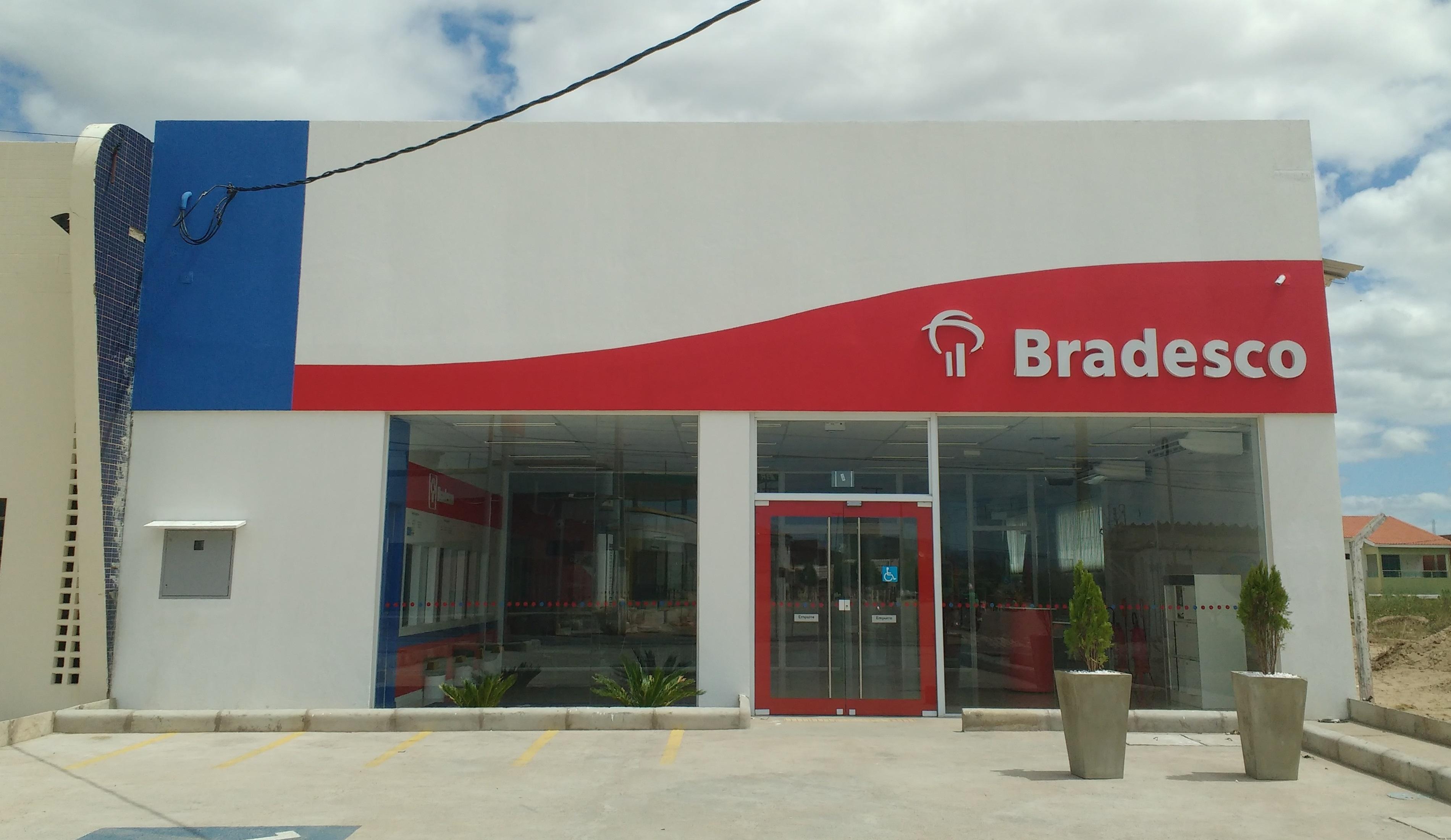 File:Bradesco, Pau dos...