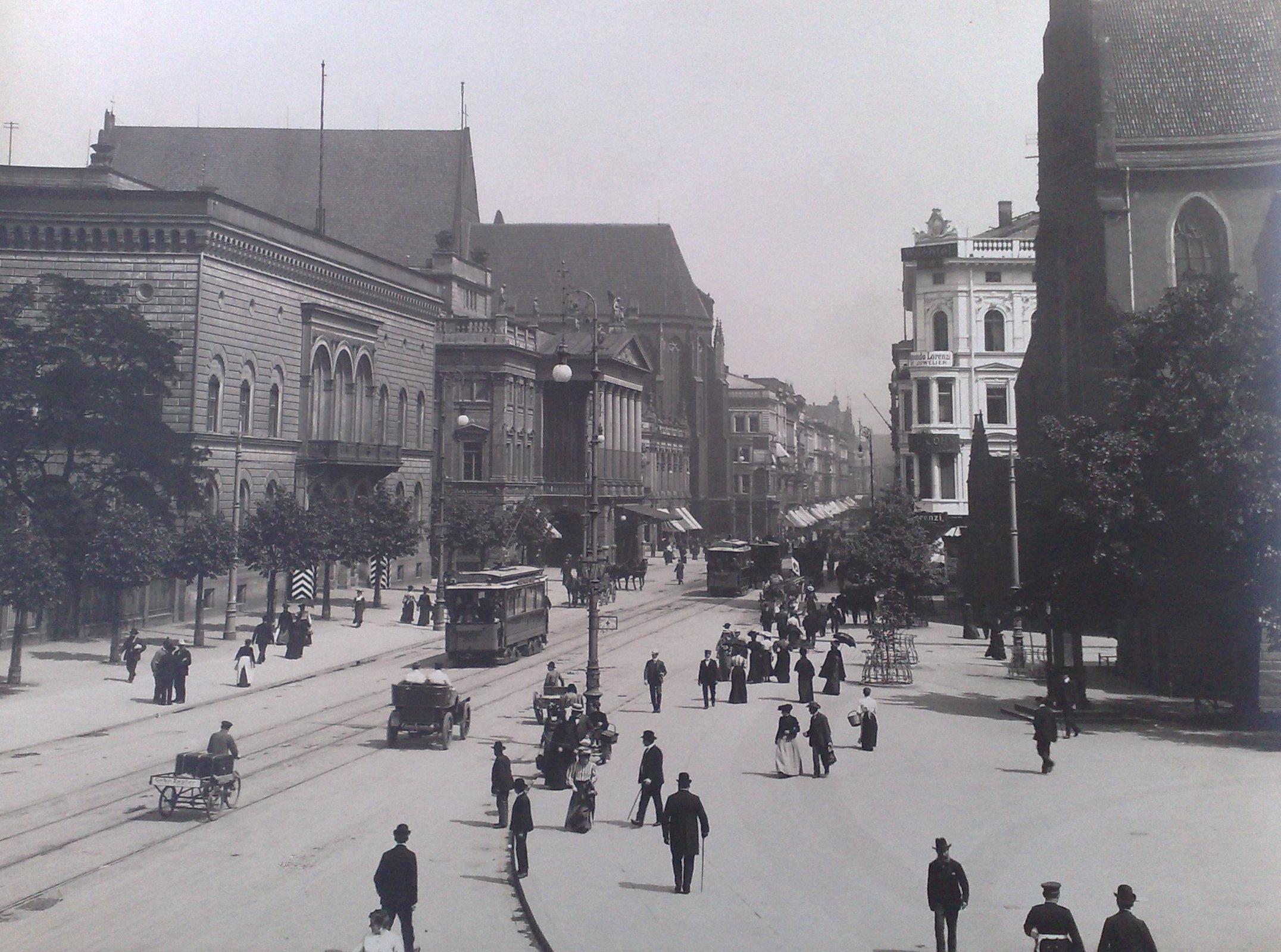https://upload.wikimedia.org/wikipedia/commons/3/34/Breslau_Schweidnizer_Strasse_1906.jpg