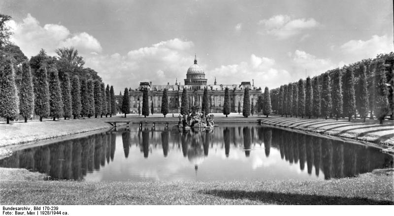 Stadtschloss, Bundesarchiv, Bild 170-239 / Max Baur / CC-BY-SA 3.0 [CC BY-SA 3.0 de (https://creativecommons.org/licenses/by-sa/3.0/de/deed.en)], via Wikimedia Commons