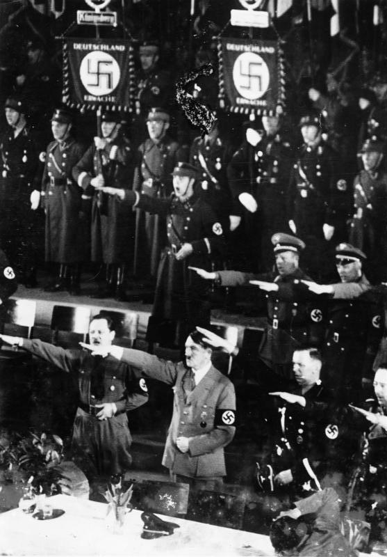 Bundesarchiv_Bild_183-2008-0513-501%2C_K%C3%B6nigsberg%2C_Adolf_Hitler.jpg