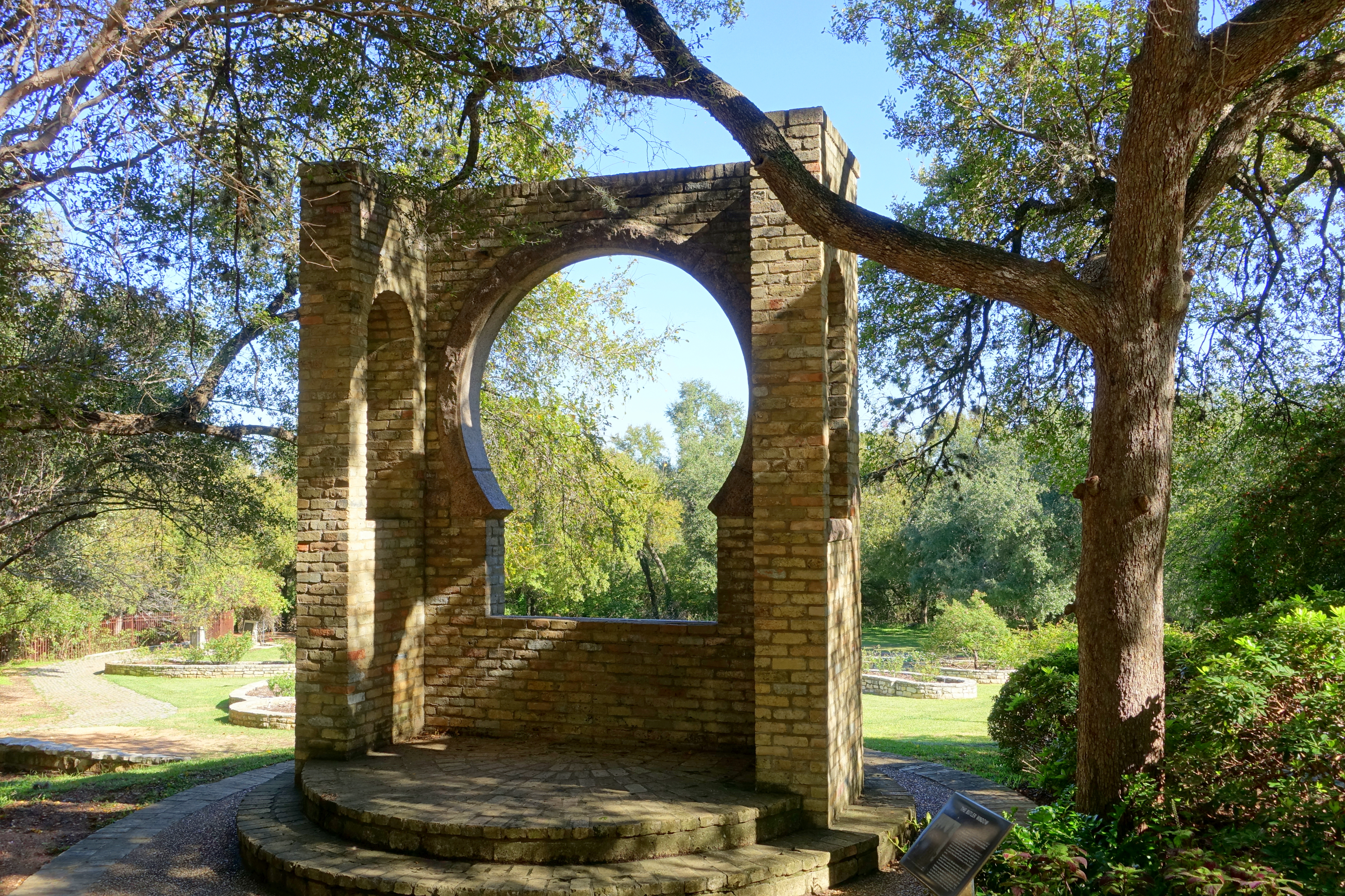 File:Butler Window - Zilker Botanical Garden - Austin, DSC08848.jpg ...