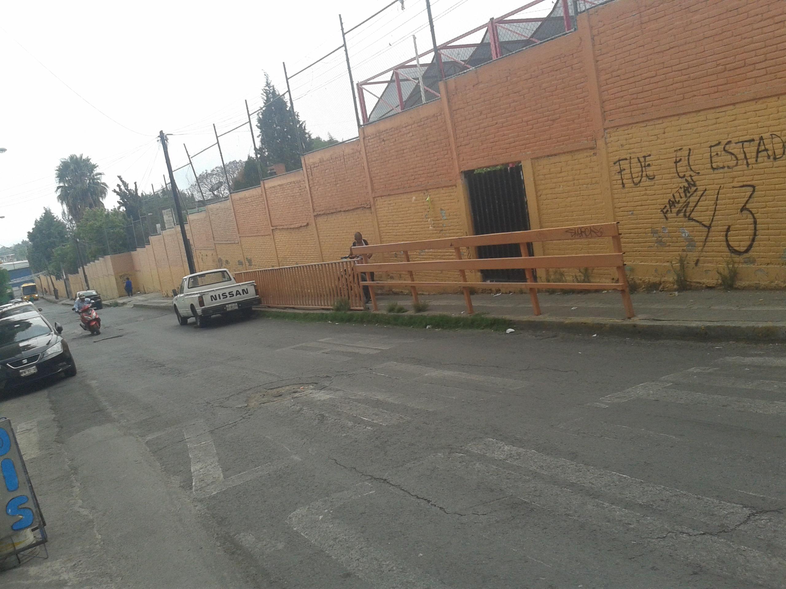File calle moctezuma en la que se encuentran el centro de for Calle el jardin