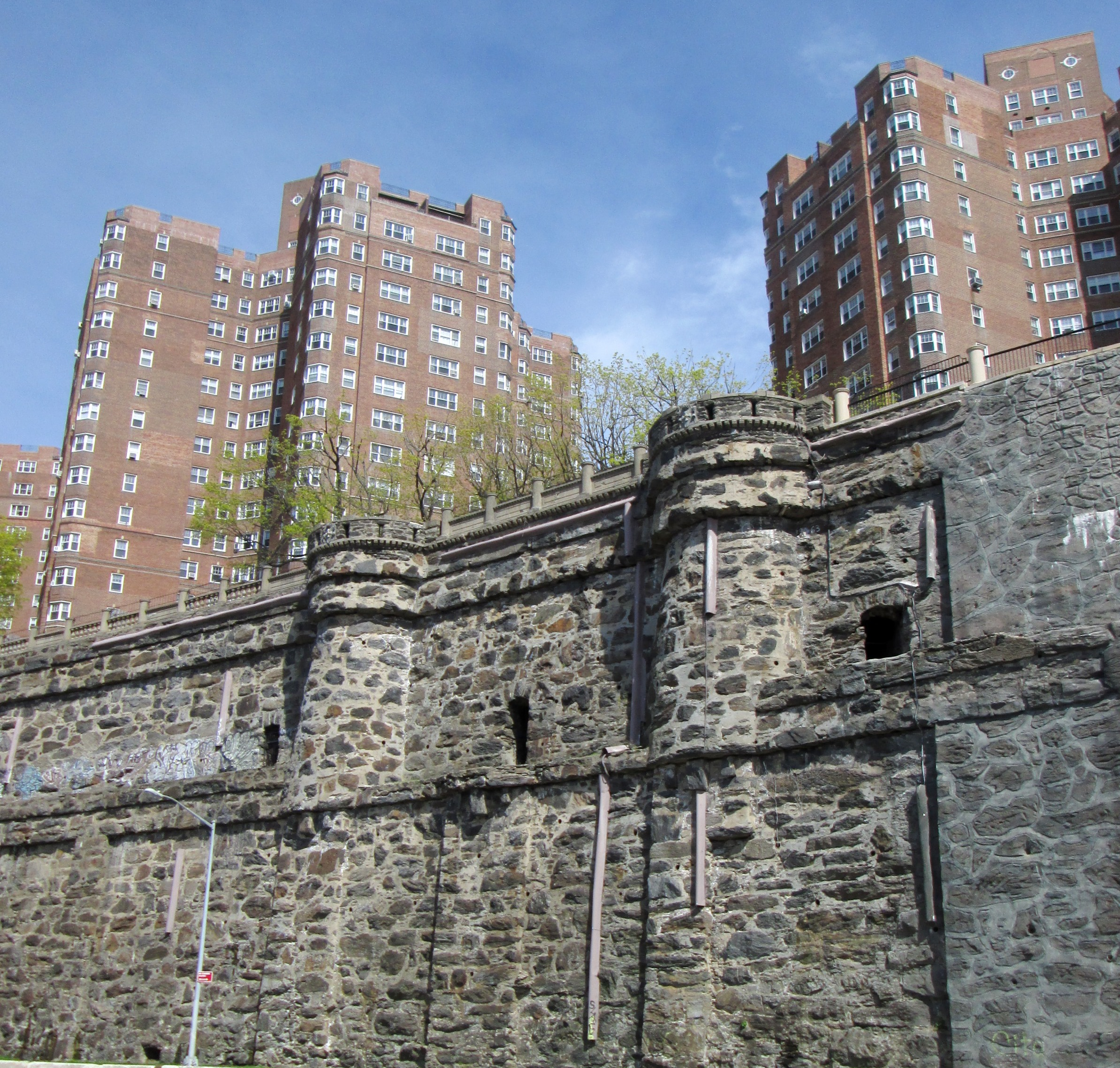 English Village Apartments: File:Castle Village And Retaining Wall From Hudson River