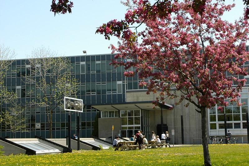 https://commons.wikimedia.org/wiki/File:Coll%C3%A8ge_de_Bois-de-Boulogne_-_Pavillon_Ignace-Bourget.jpg#/media/File:Coll%C3%A8ge_de_Bois-de-Boulogne_-_Pavillon_Ignace-Bourget.jpg